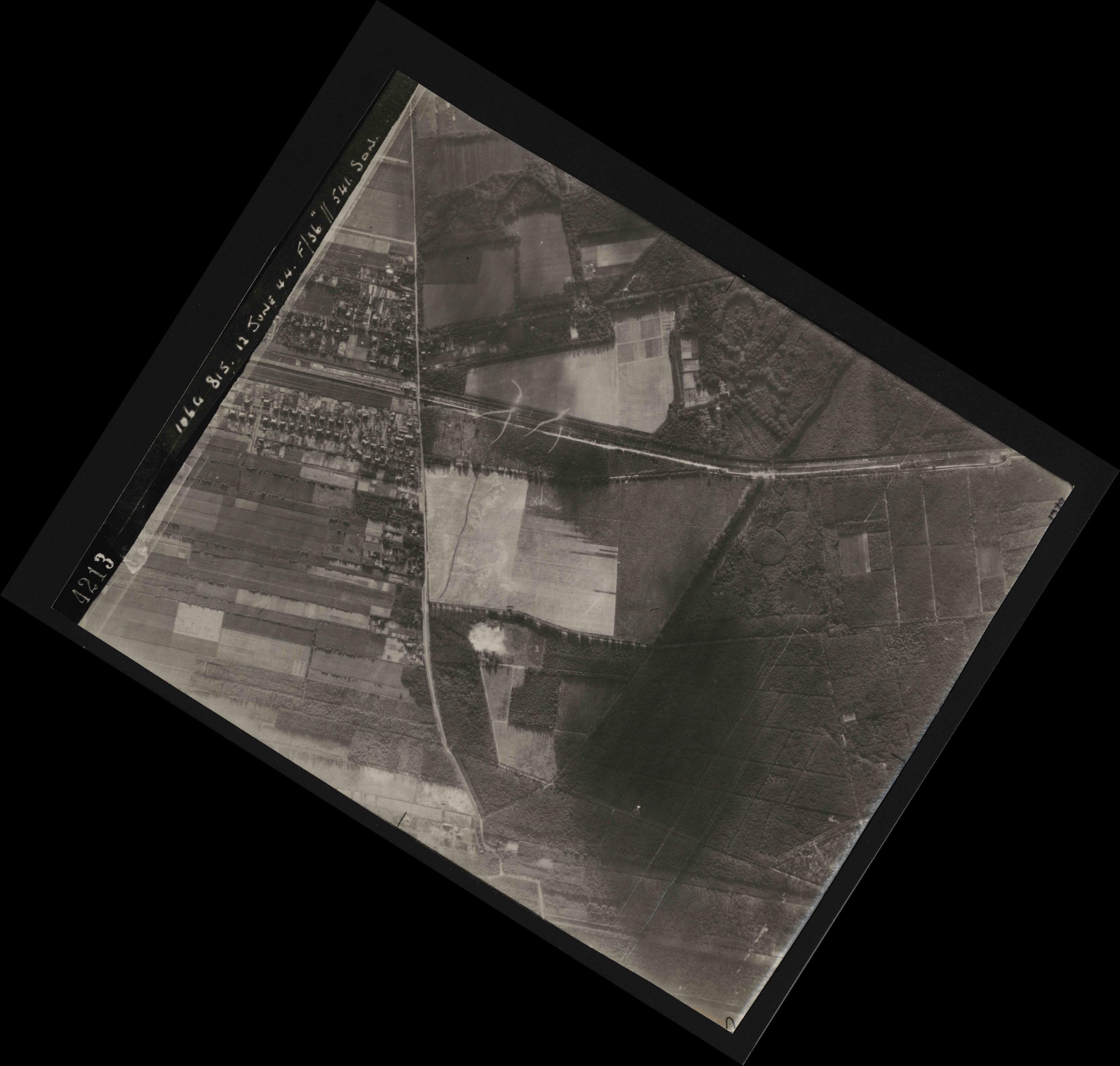 Collection RAF aerial photos 1940-1945 - flight 175, run 04, photo 4213