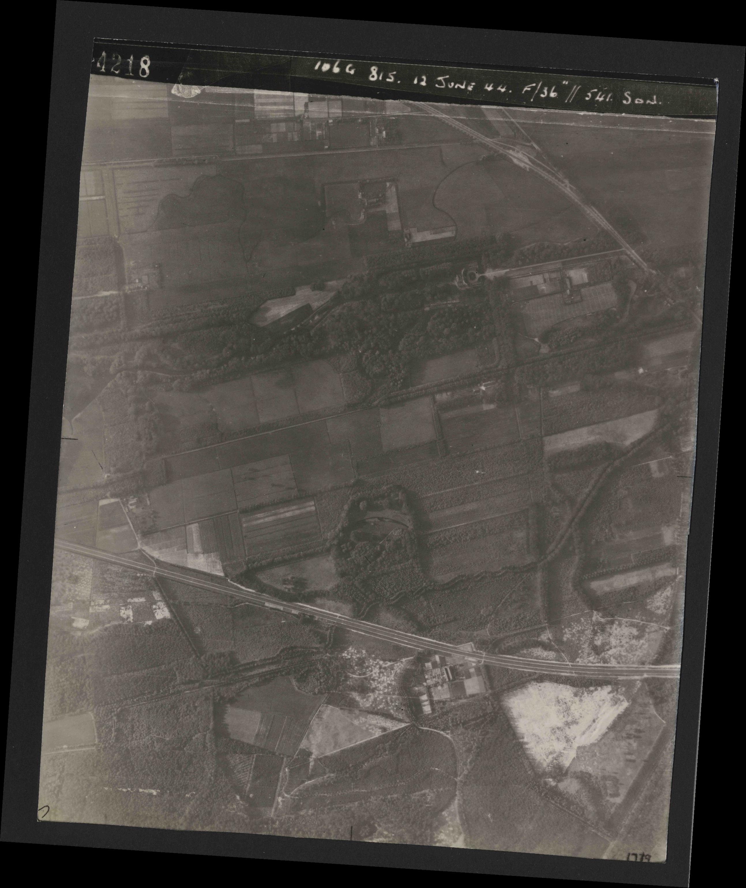 Collection RAF aerial photos 1940-1945 - flight 175, run 05, photo 4218