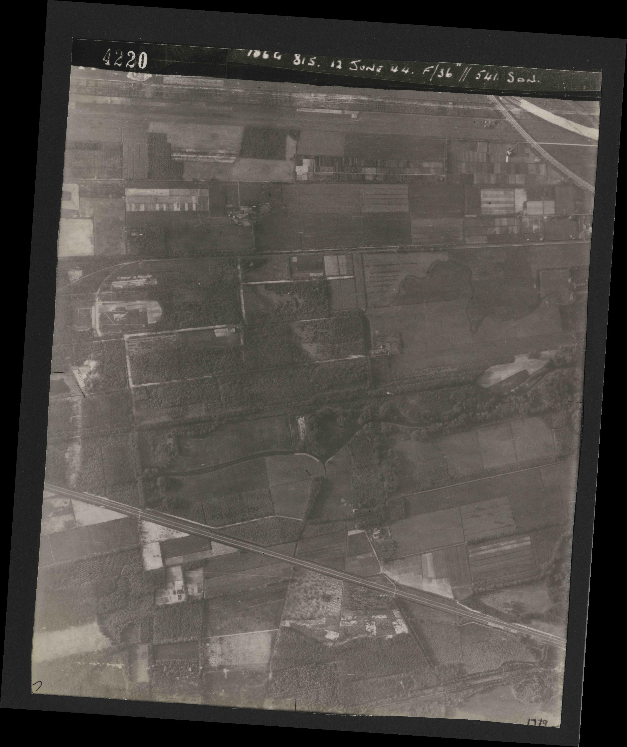 Collection RAF aerial photos 1940-1945 - flight 175, run 05, photo 4220