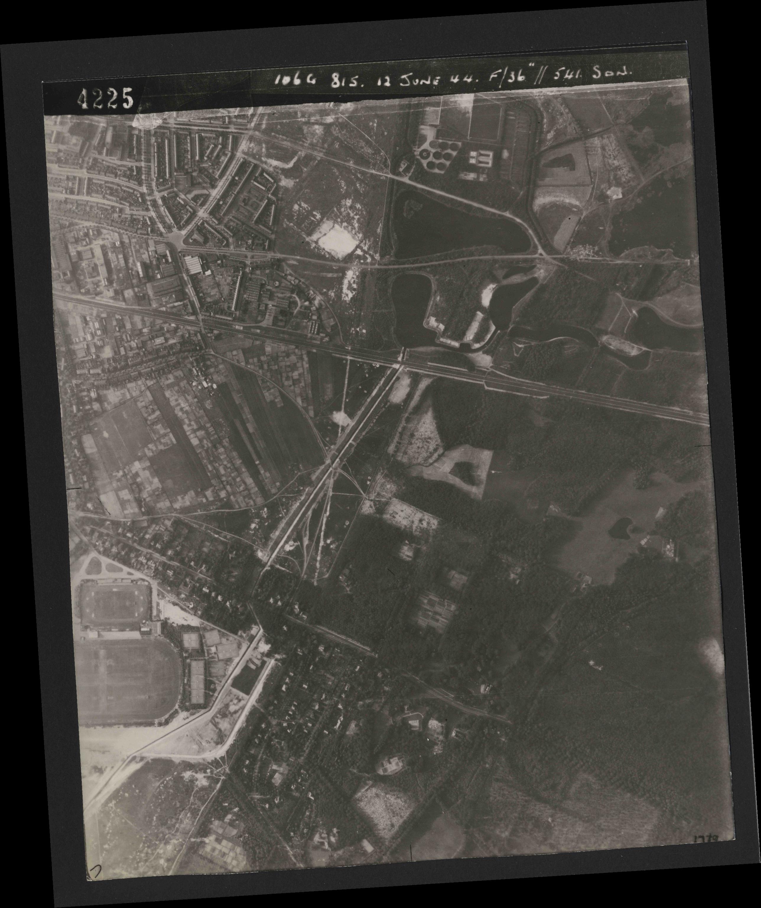 Collection RAF aerial photos 1940-1945 - flight 175, run 05, photo 4225