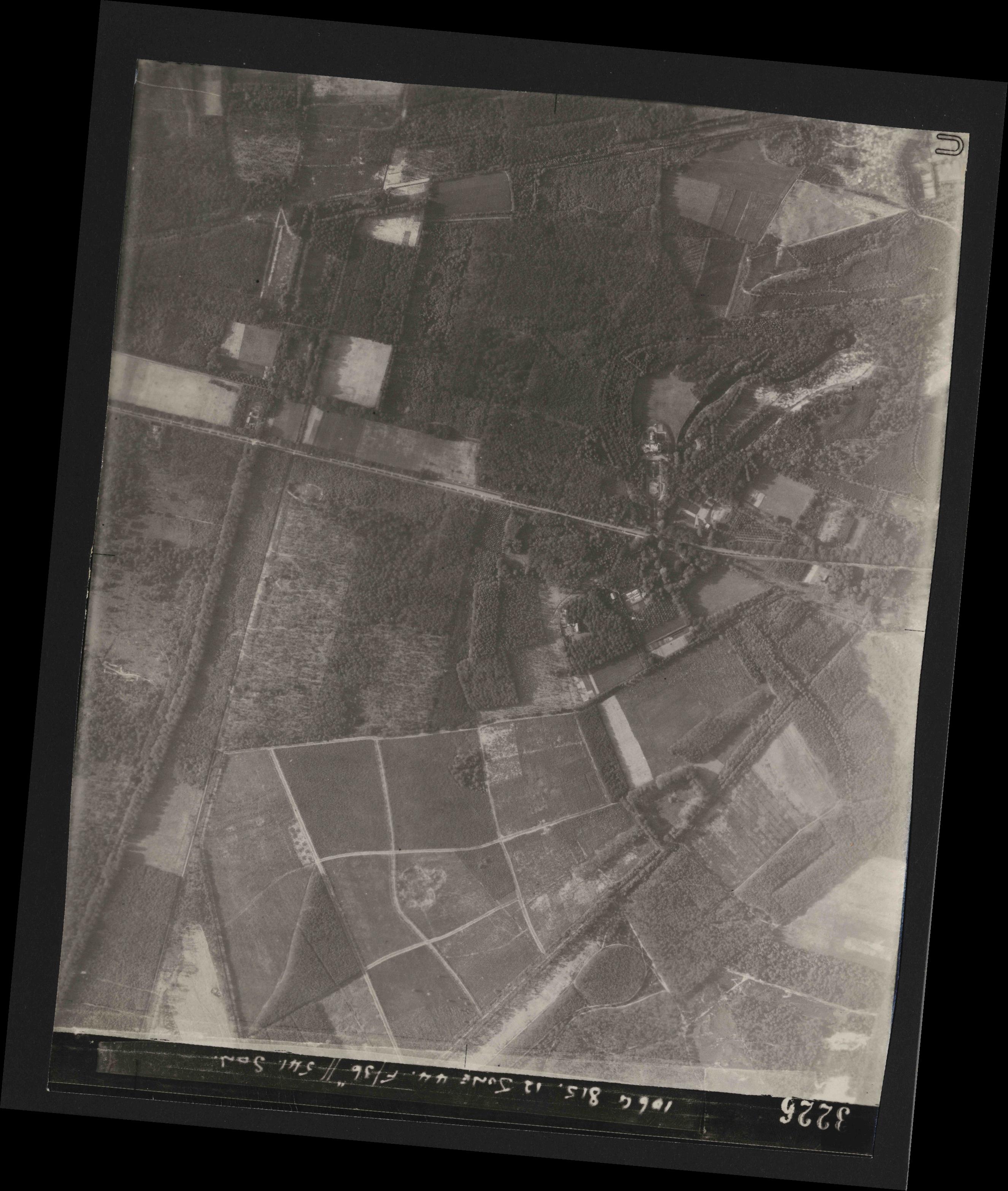 Collection RAF aerial photos 1940-1945 - flight 175, run 06, photo 3226
