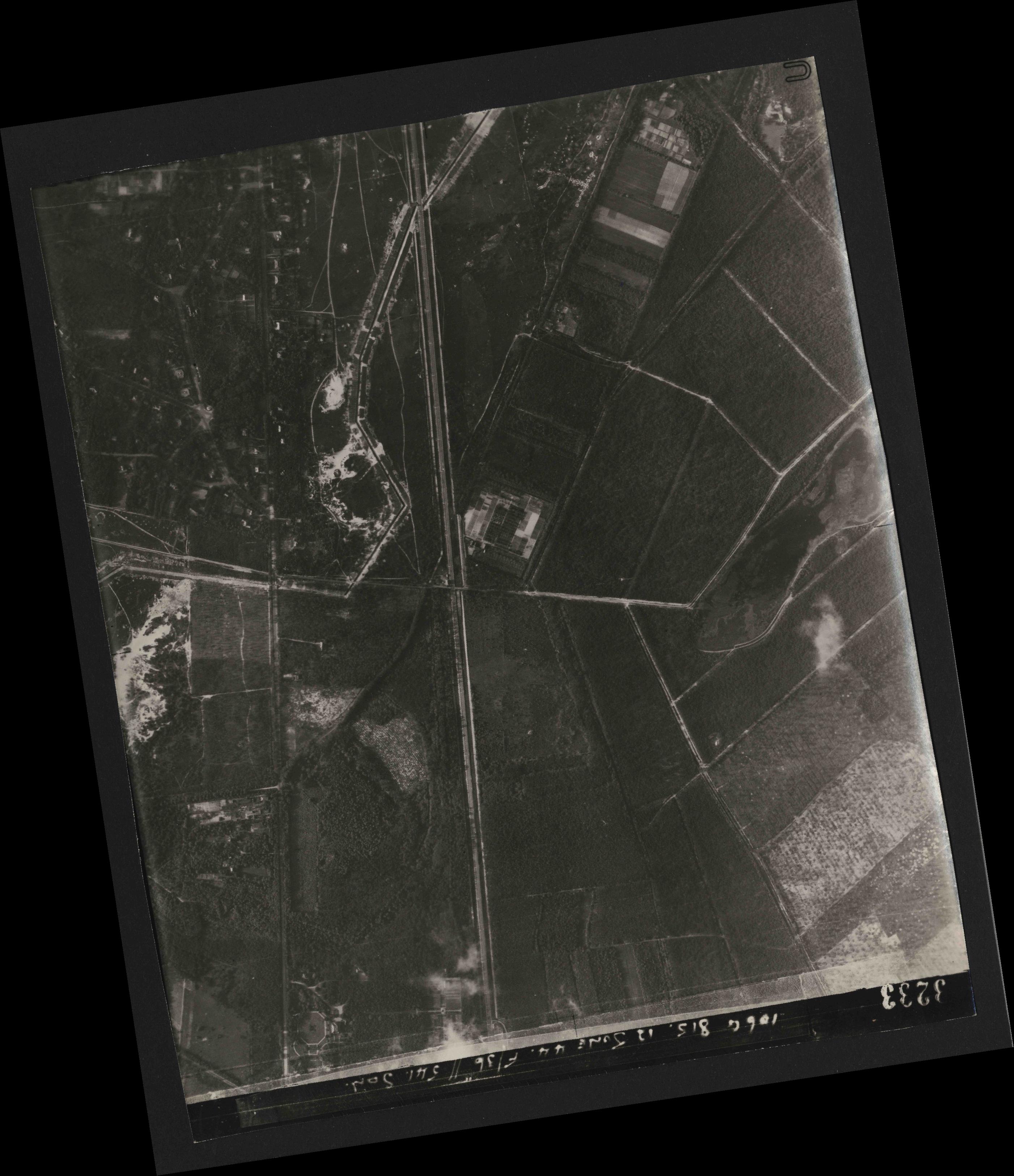 Collection RAF aerial photos 1940-1945 - flight 175, run 06, photo 3233