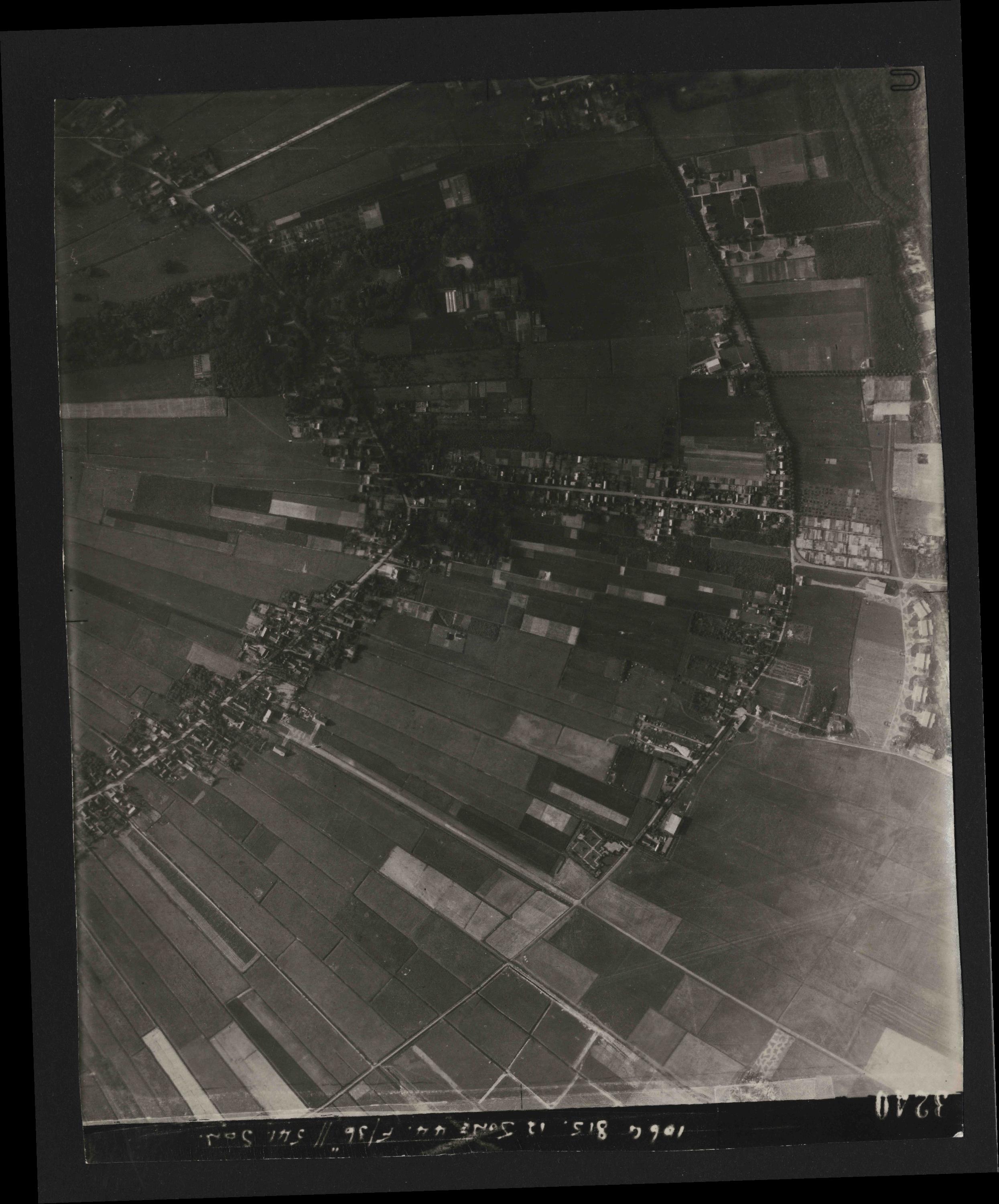 Collection RAF aerial photos 1940-1945 - flight 175, run 06, photo 3240