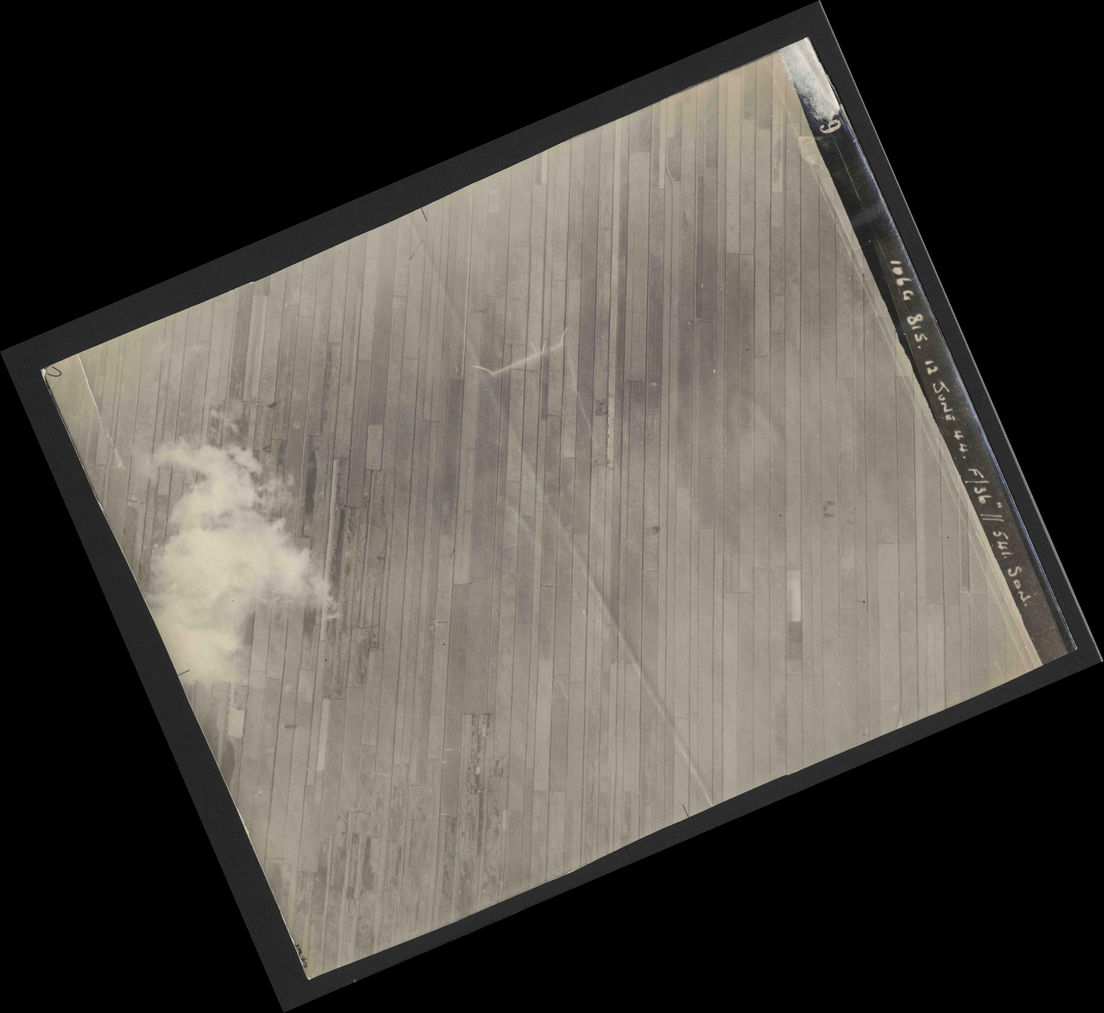 Collection RAF aerial photos 1940-1945 - flight 175, run 10, photo 4239