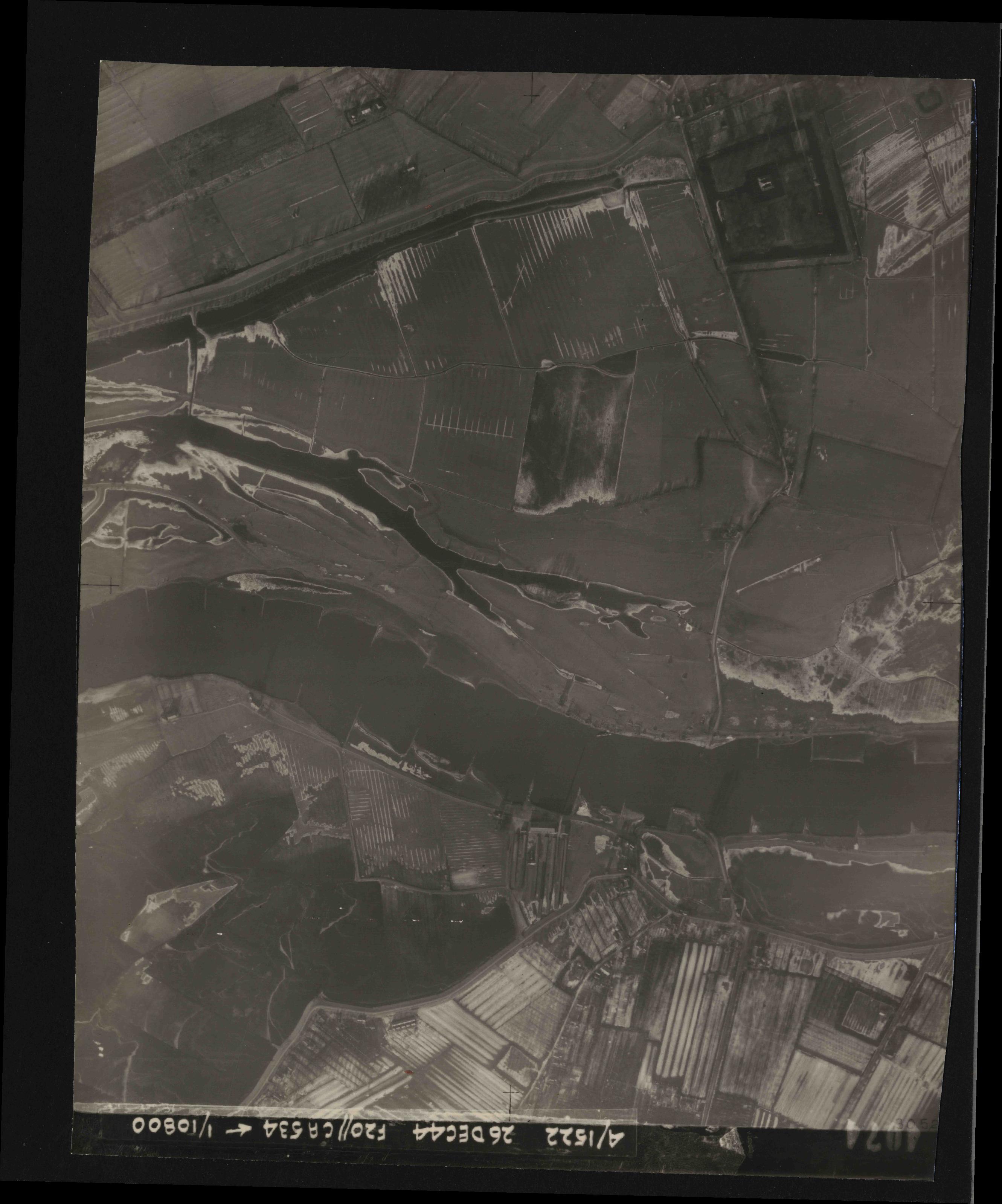 Collection RAF aerial photos 1940-1945 - flight 181, run 07, photo 4074