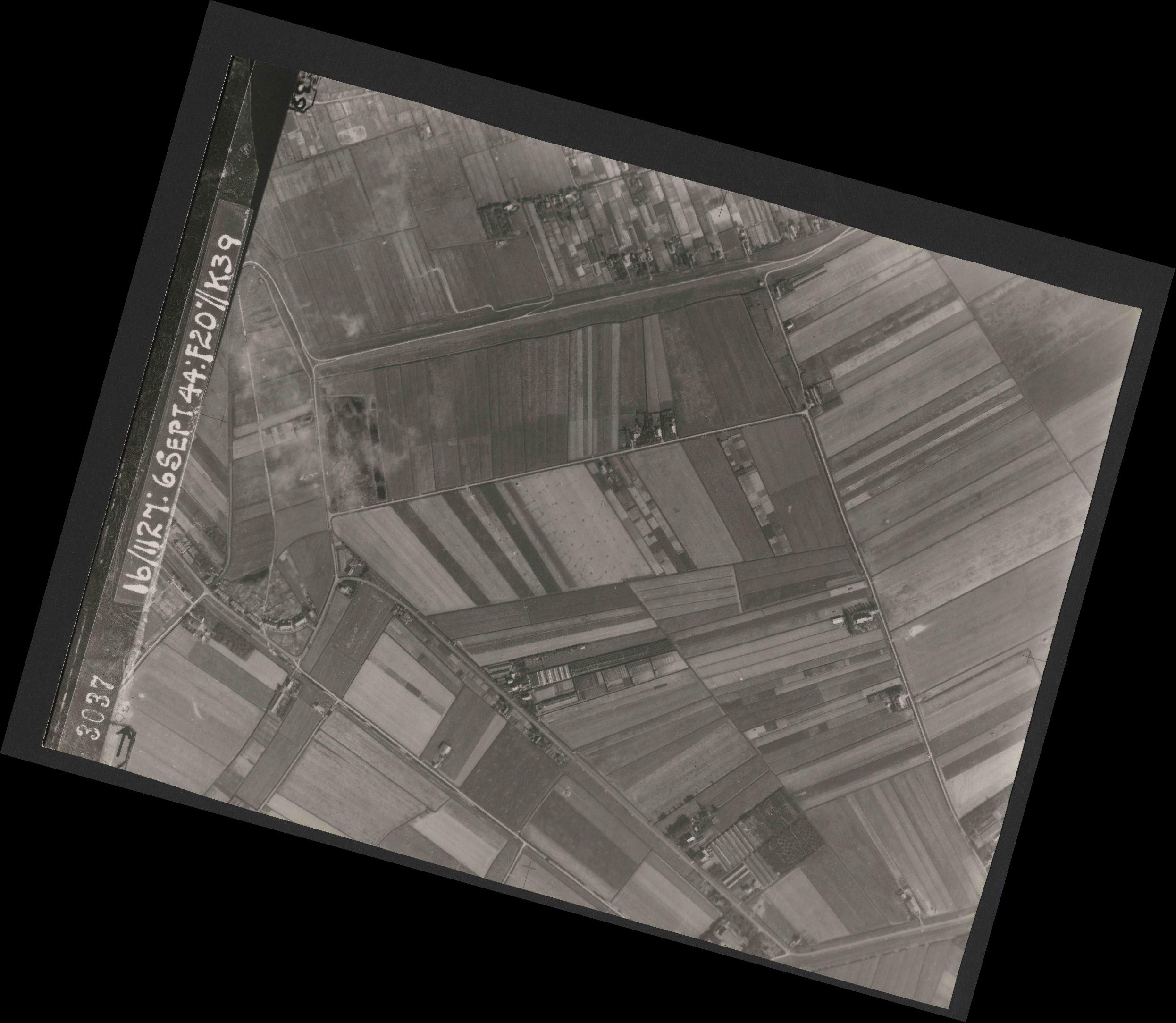 Collection RAF aerial photos 1940-1945 - flight 189, run 07, photo 3037
