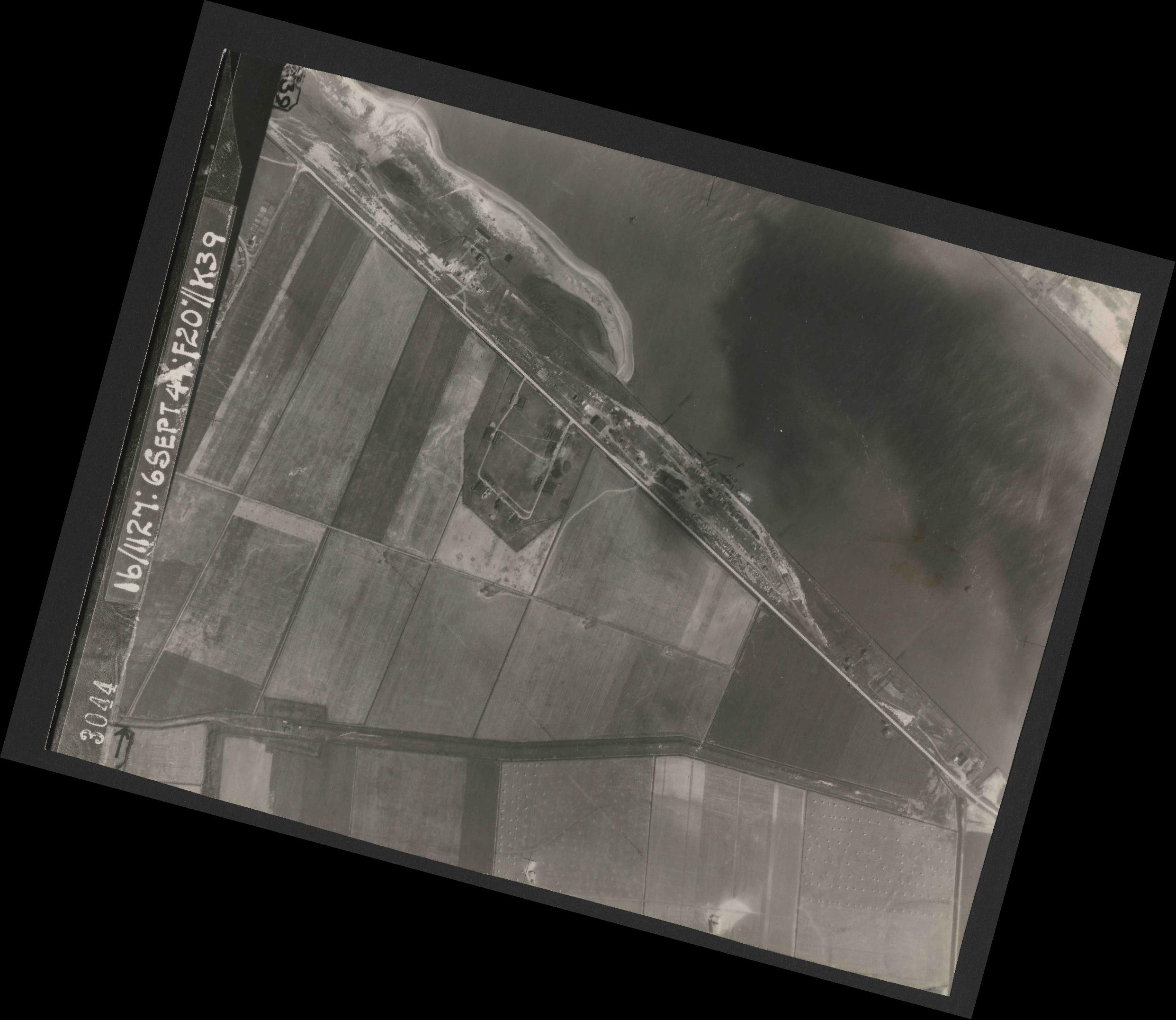 Collection RAF aerial photos 1940-1945 - flight 189, run 07, photo 3044