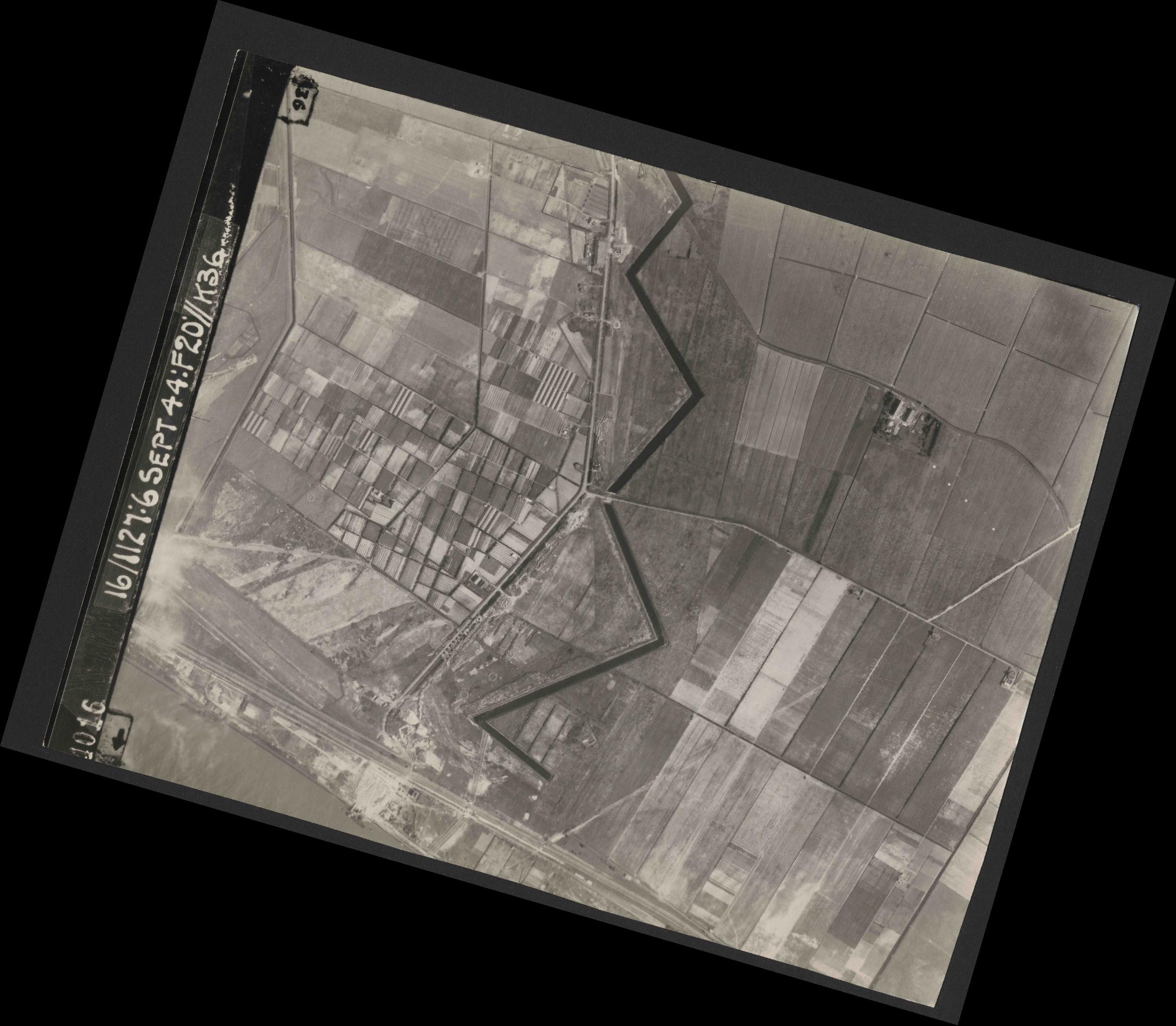 Collection RAF aerial photos 1940-1945 - flight 189, run 08, photo 4016