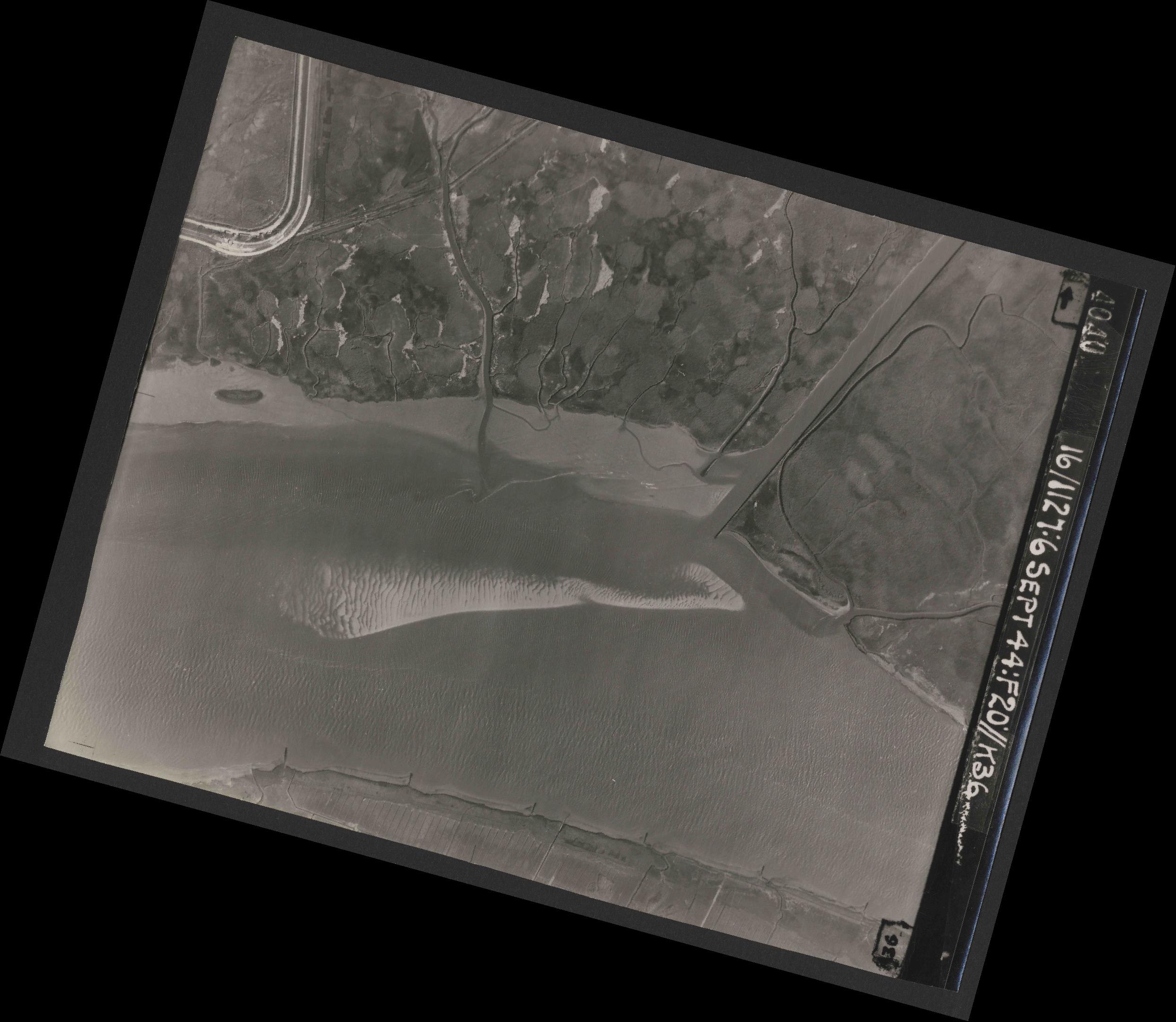 Collection RAF aerial photos 1940-1945 - flight 189, run 09, photo 4040