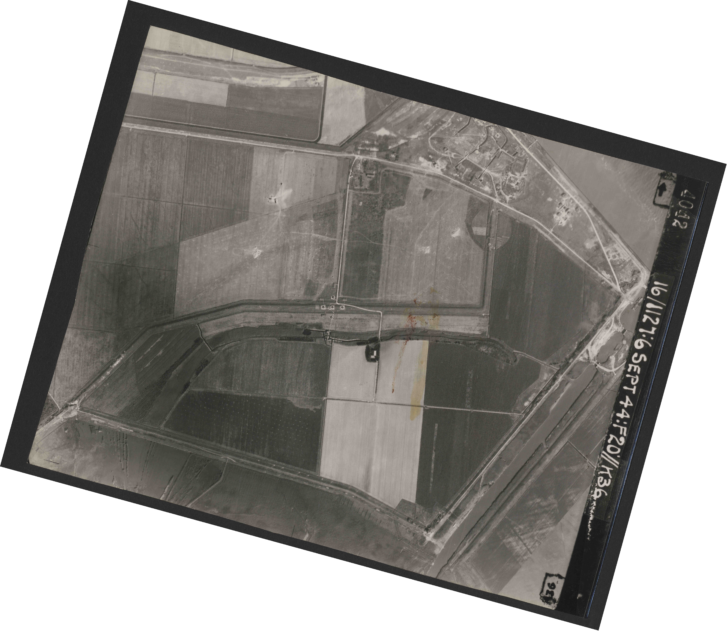 Collection RAF aerial photos 1940-1945 - flight 189, run 09, photo 4042