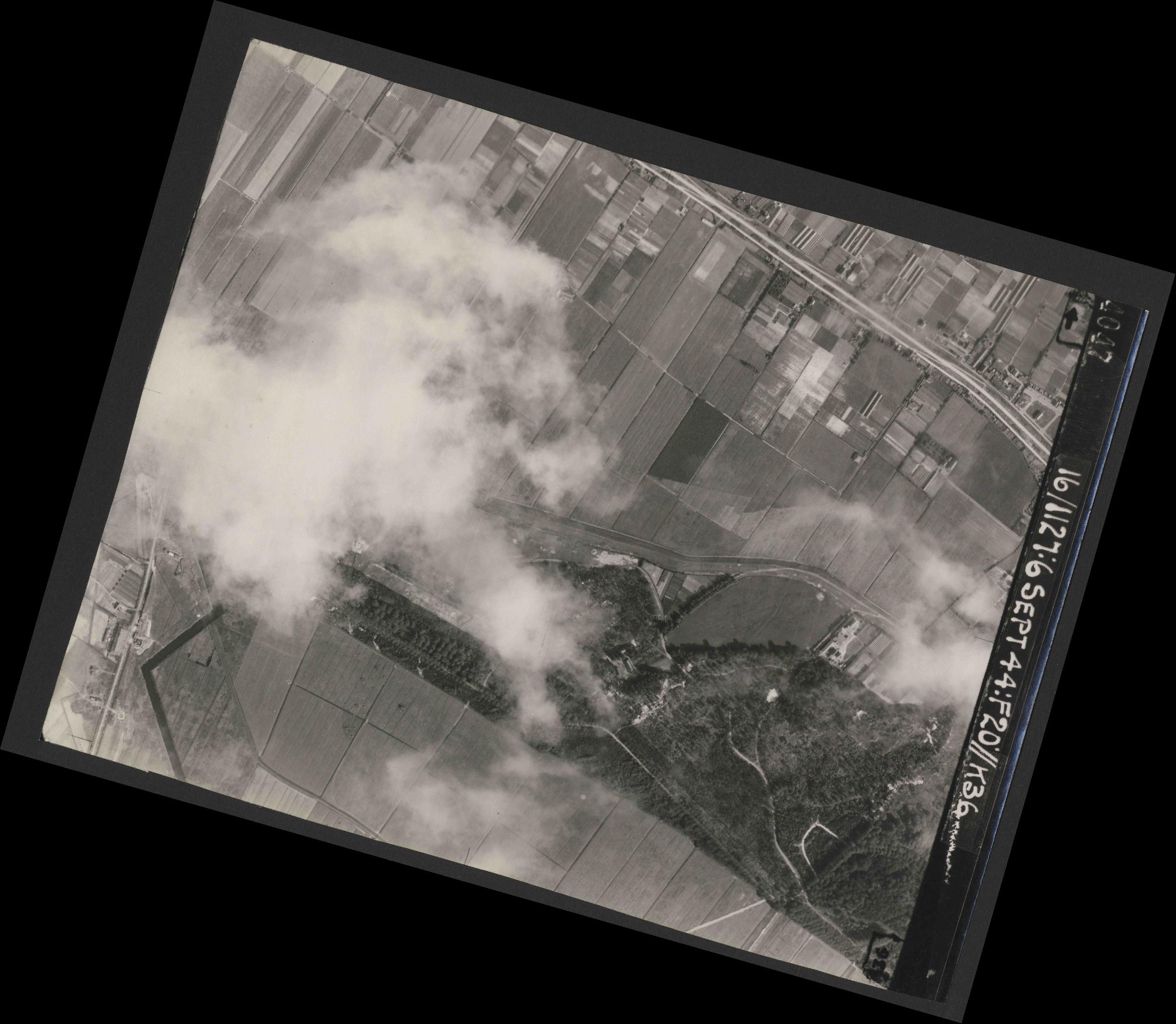 Collection RAF aerial photos 1940-1945 - flight 189, run 09, photo 4047