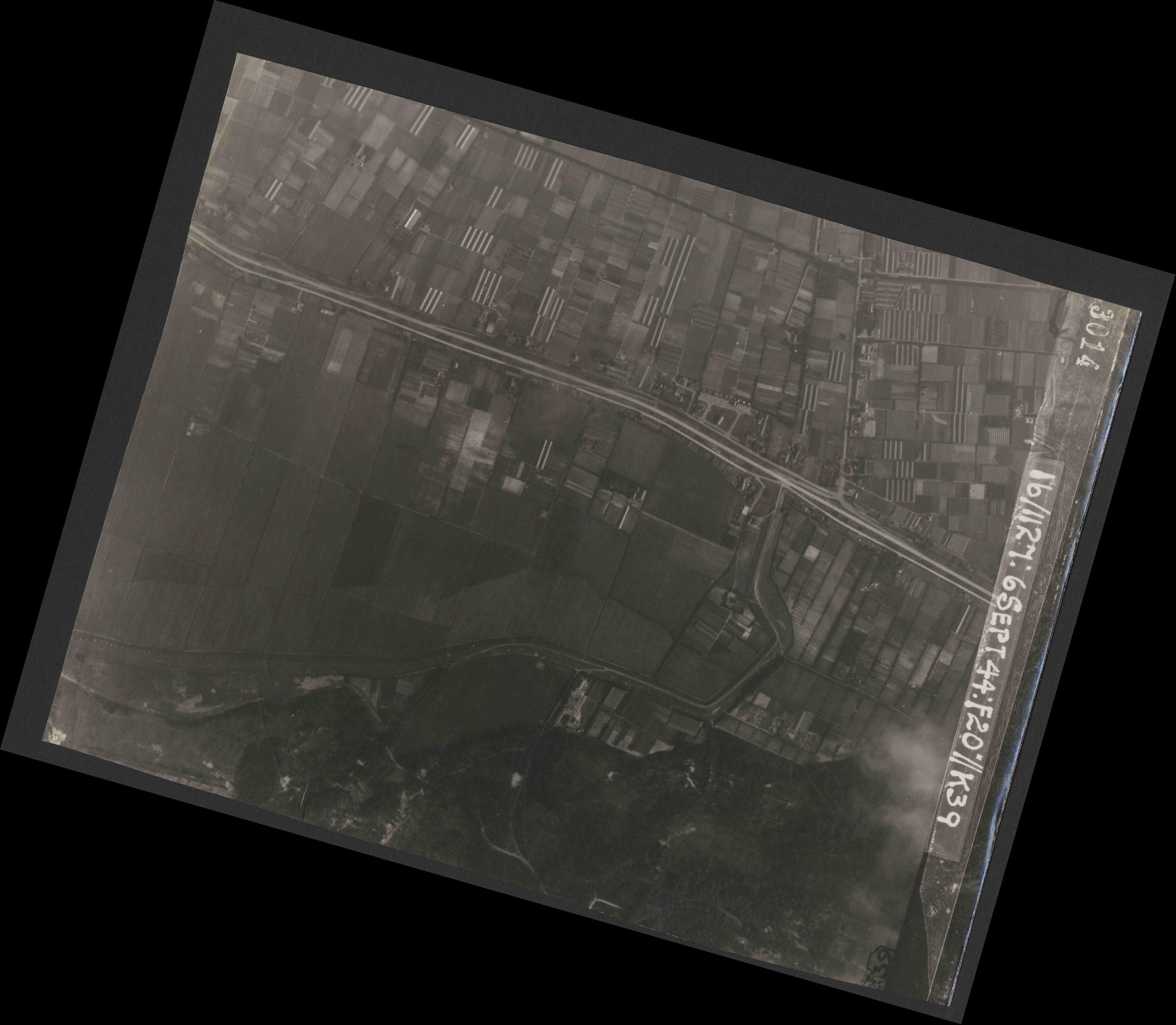 Collection RAF aerial photos 1940-1945 - flight 189, run 10, photo 3014