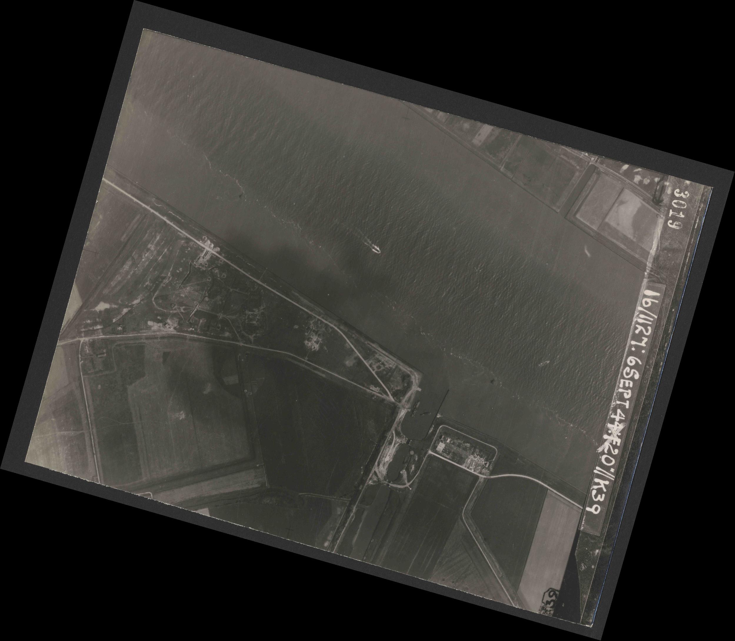 Collection RAF aerial photos 1940-1945 - flight 189, run 10, photo 3019