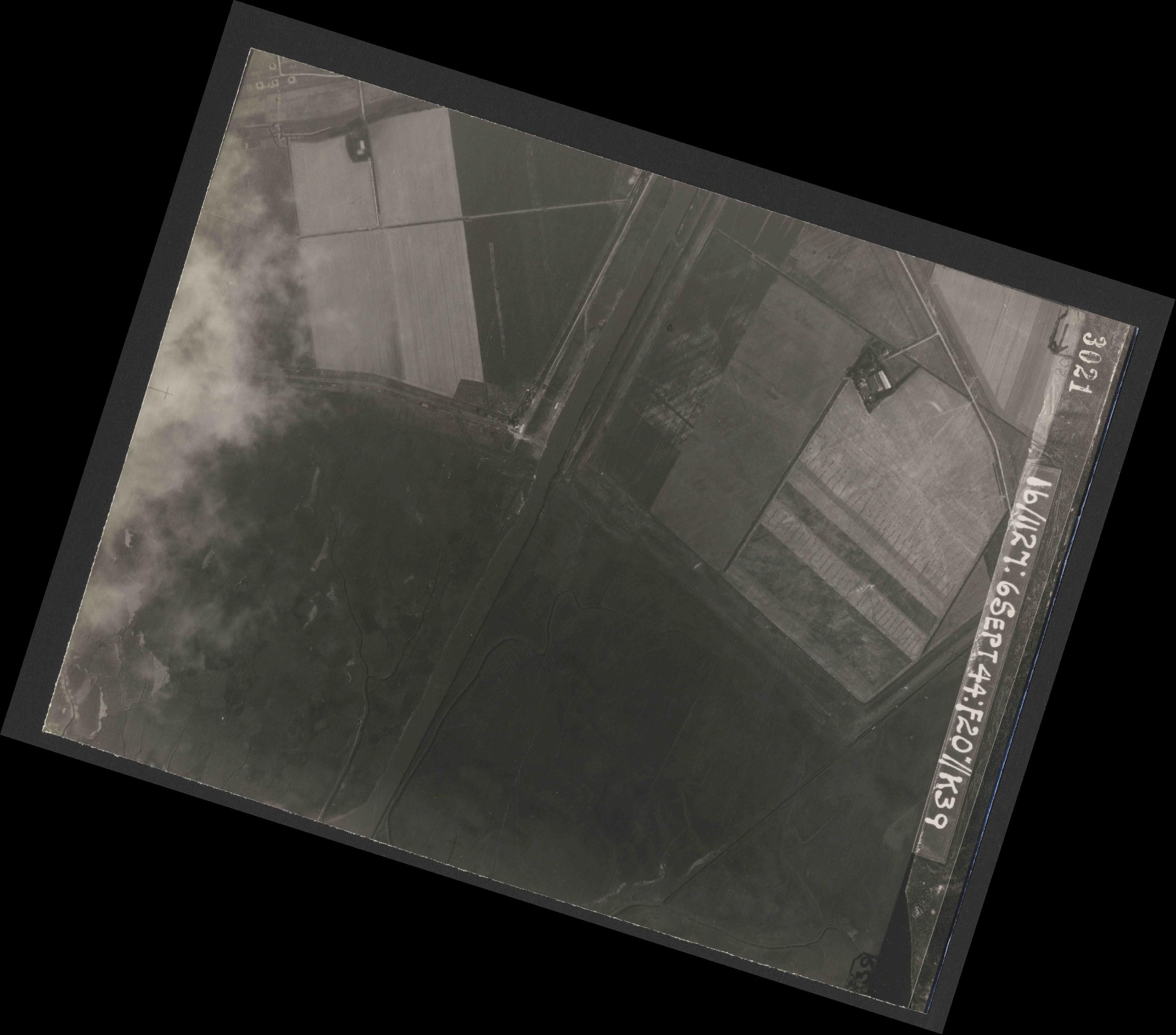 Collection RAF aerial photos 1940-1945 - flight 189, run 10, photo 3021