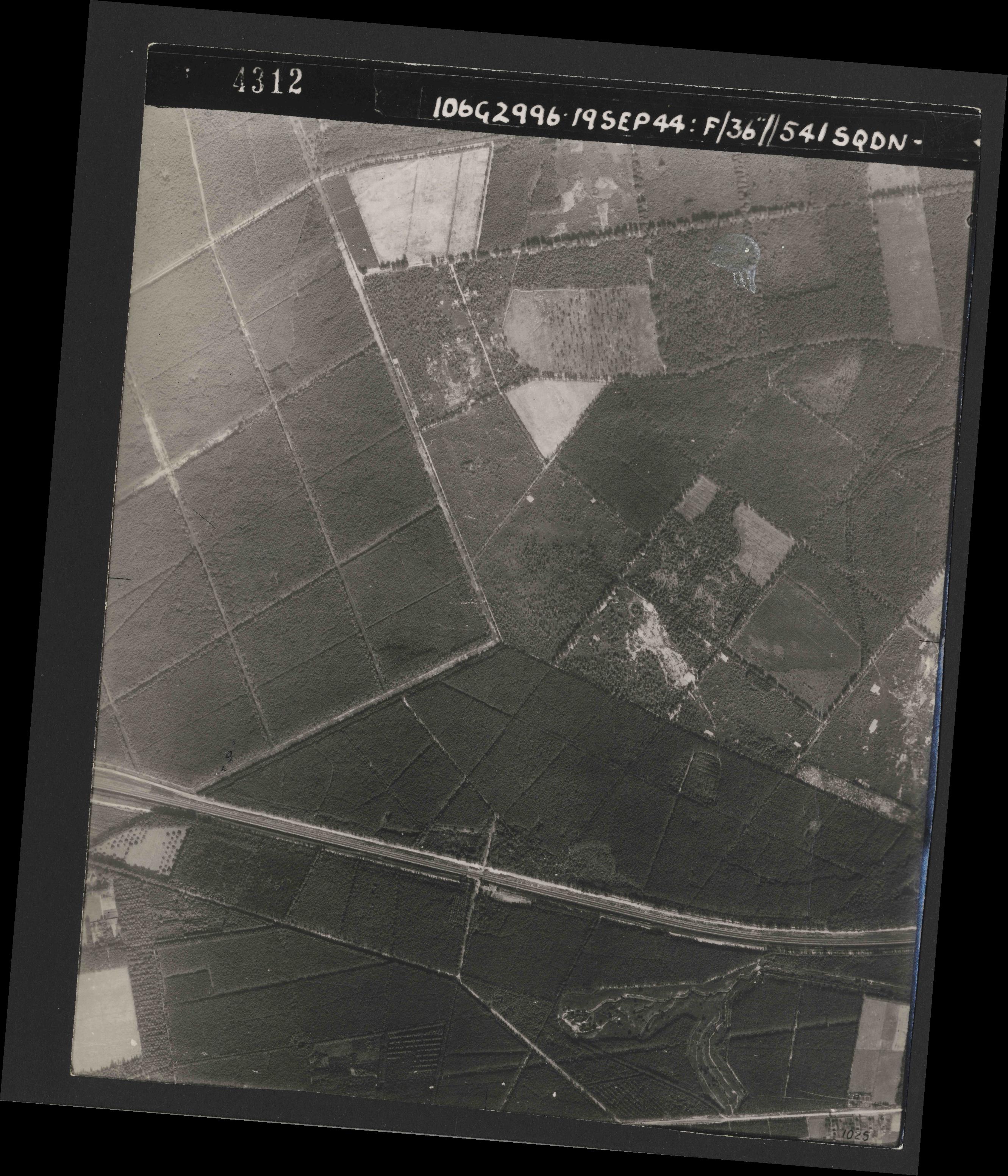Collection RAF aerial photos 1940-1945 - flight 193, run 01, photo 4312