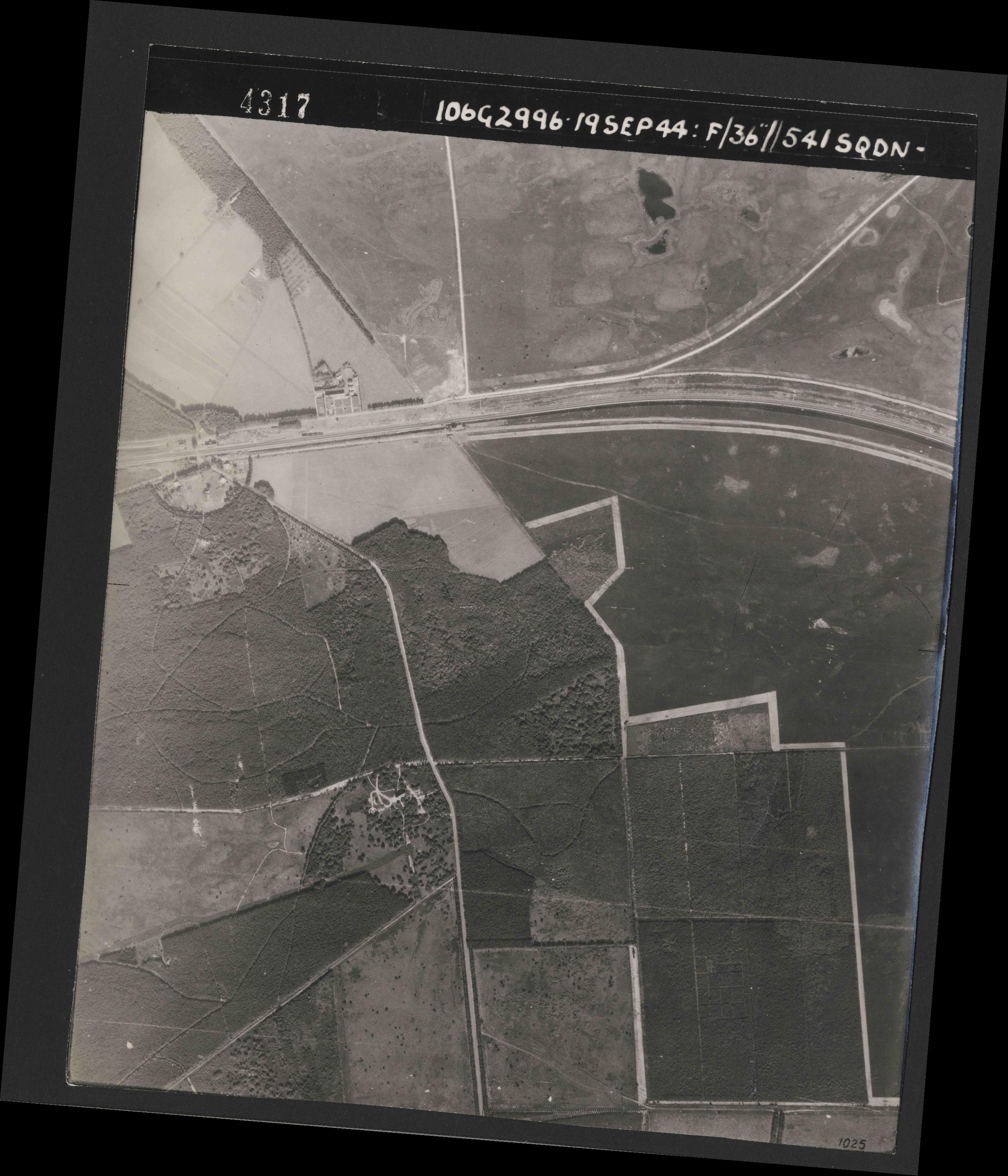 Collection RAF aerial photos 1940-1945 - flight 193, run 01, photo 4317