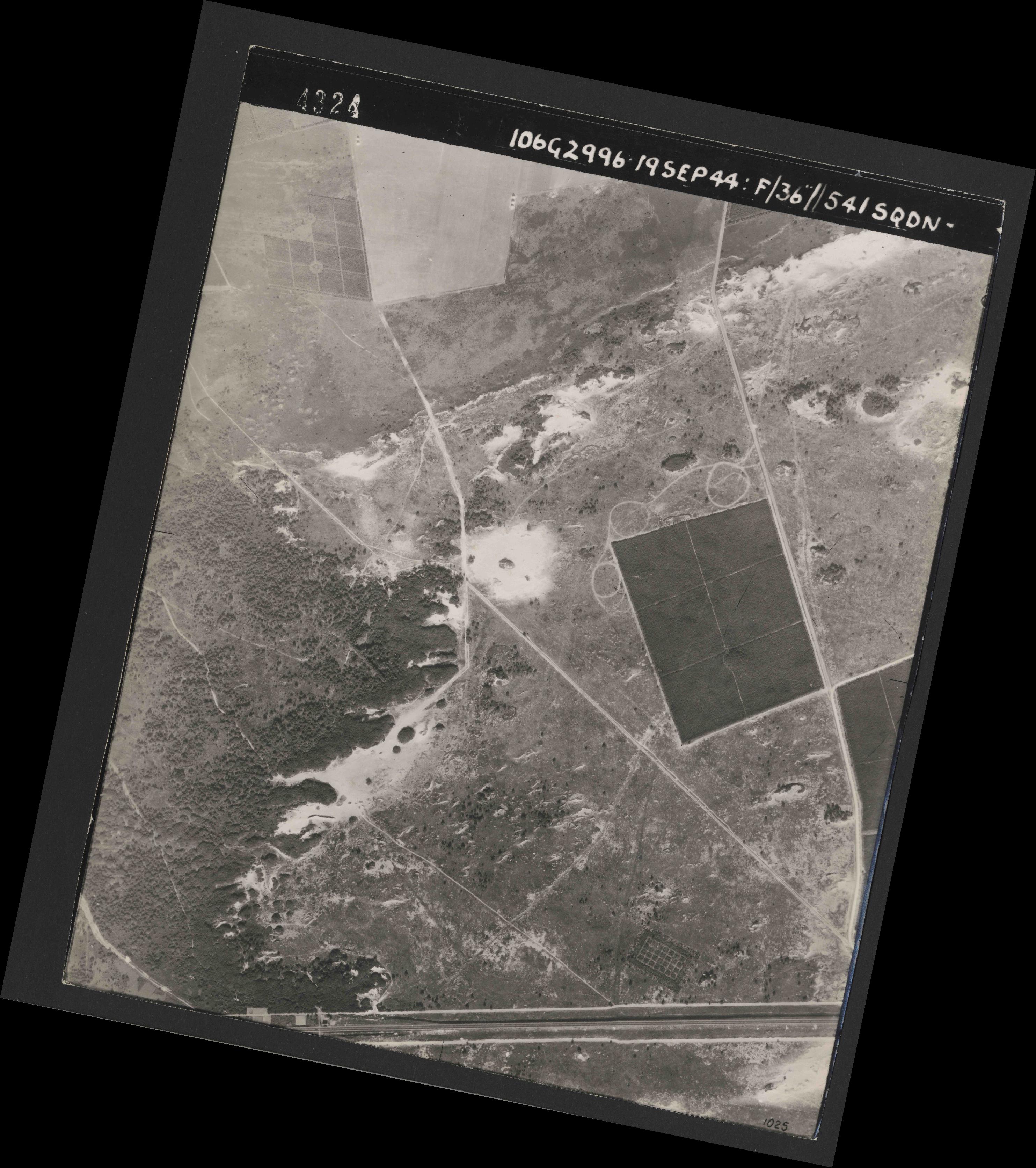 Collection RAF aerial photos 1940-1945 - flight 193, run 01, photo 4324