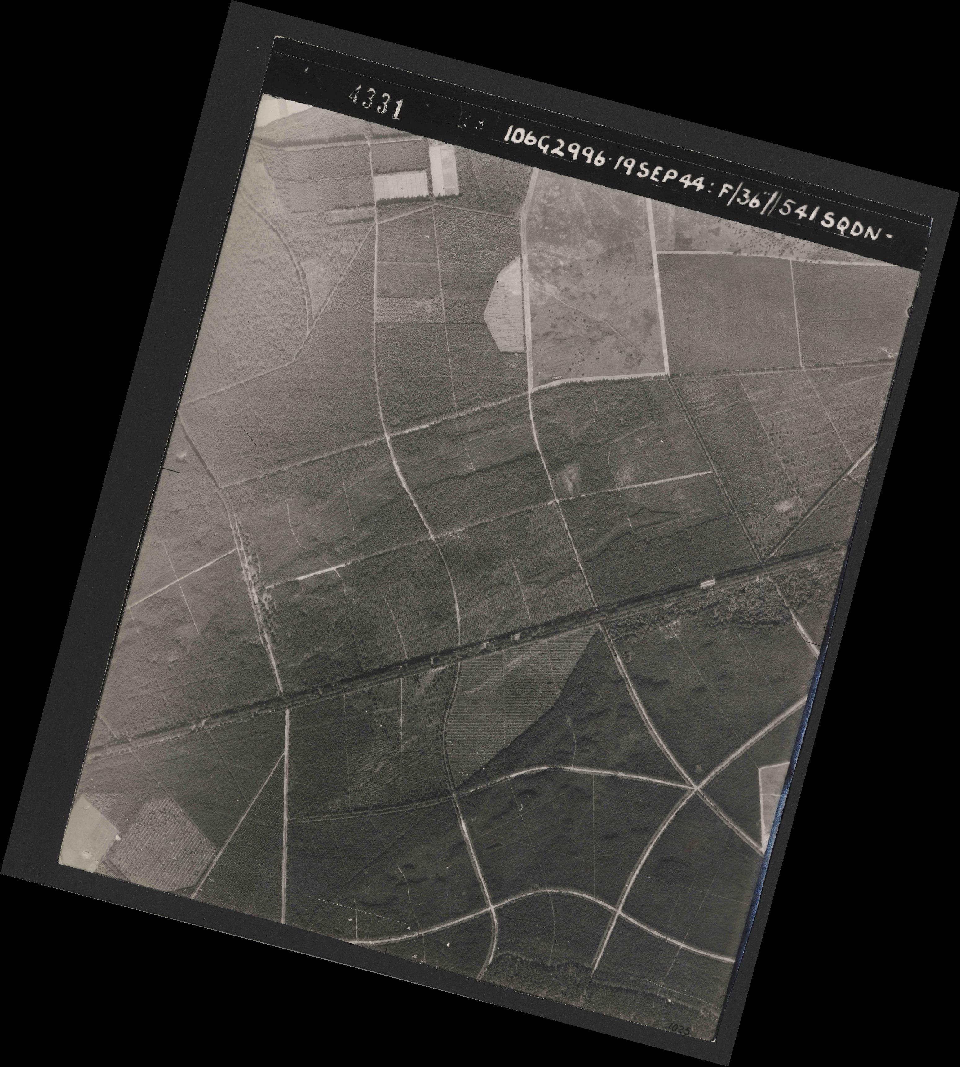 Collection RAF aerial photos 1940-1945 - flight 193, run 01, photo 4331