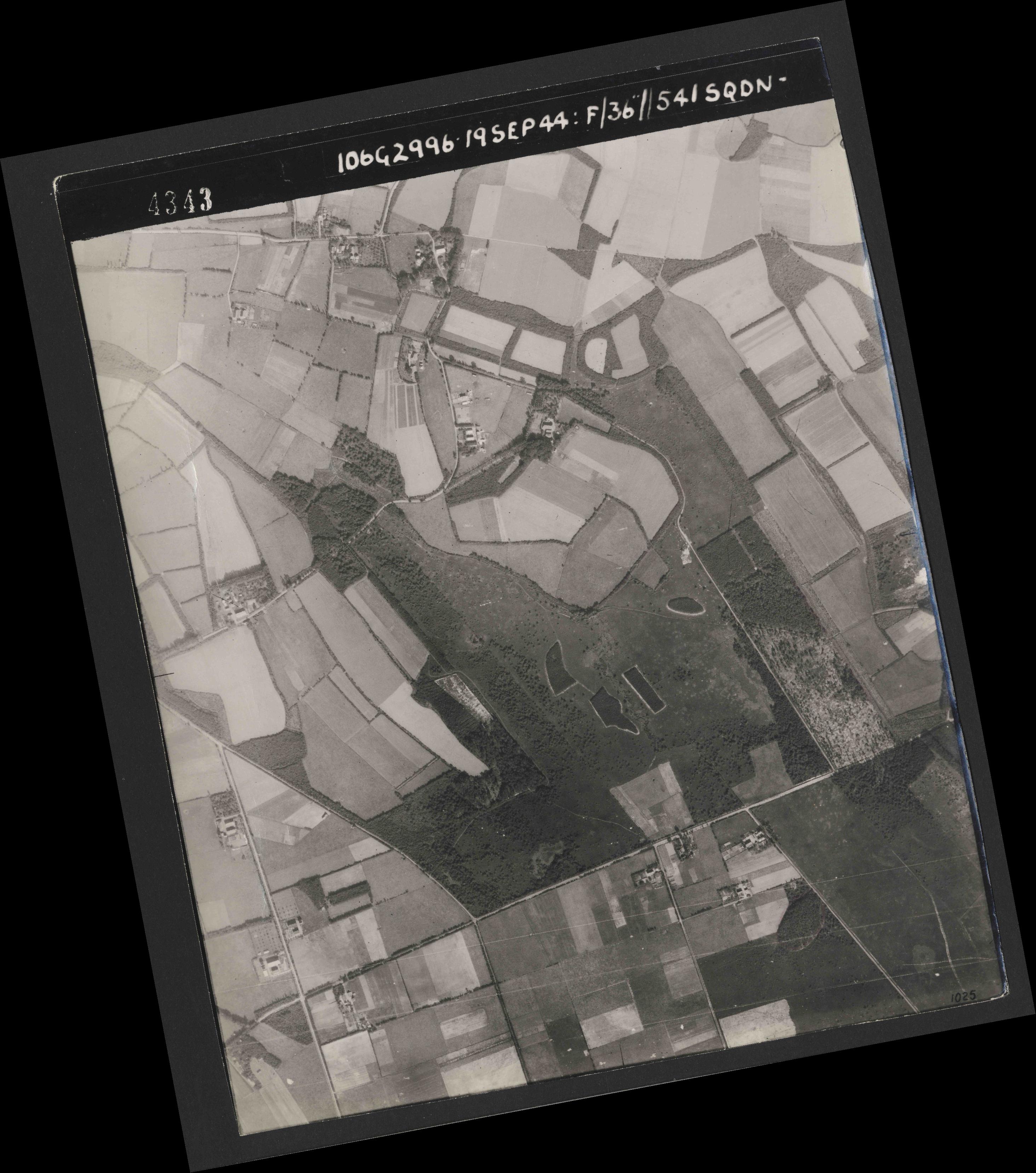 Collection RAF aerial photos 1940-1945 - flight 193, run 01, photo 4343