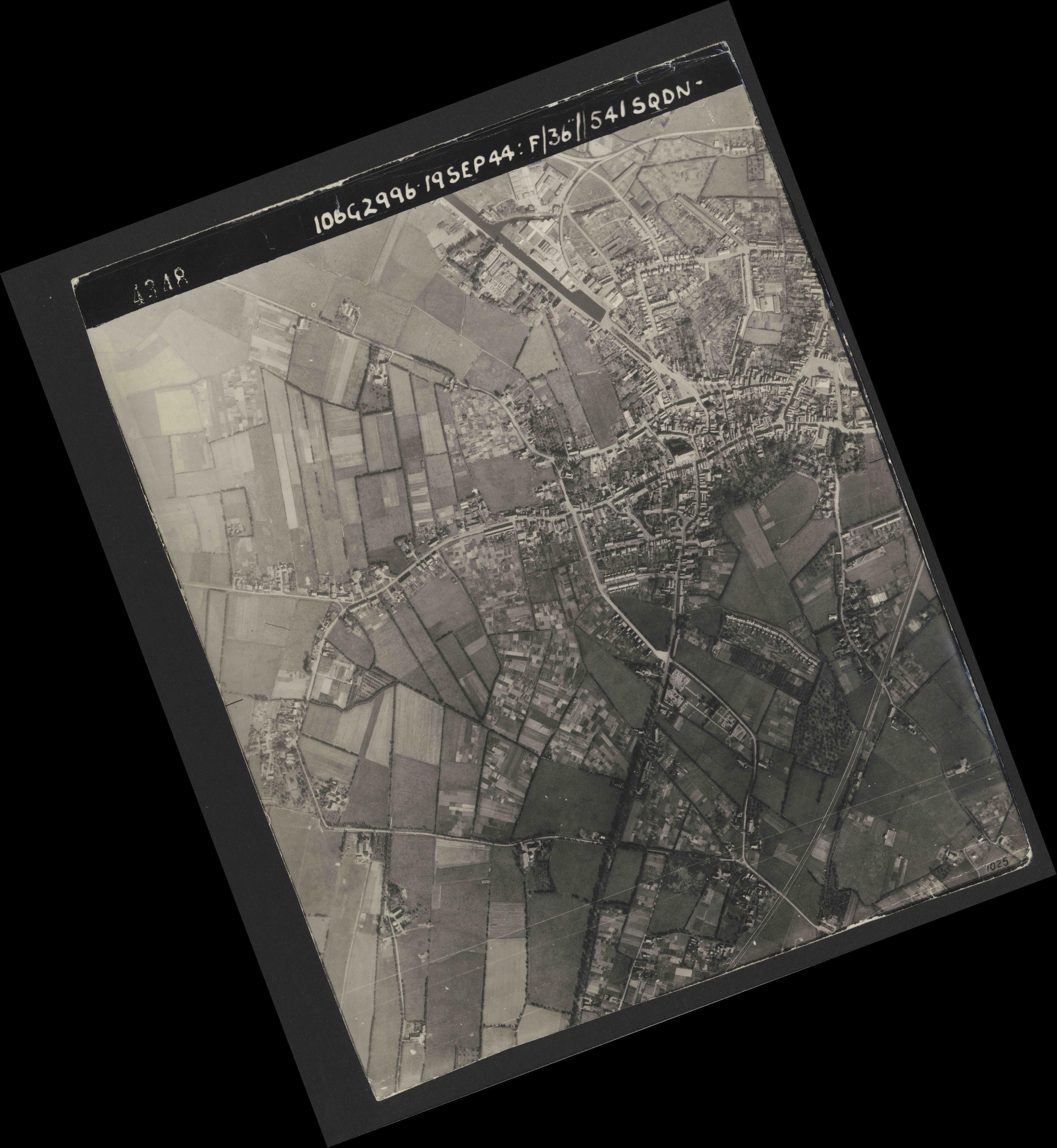 Collection RAF aerial photos 1940-1945 - flight 193, run 01, photo 4348