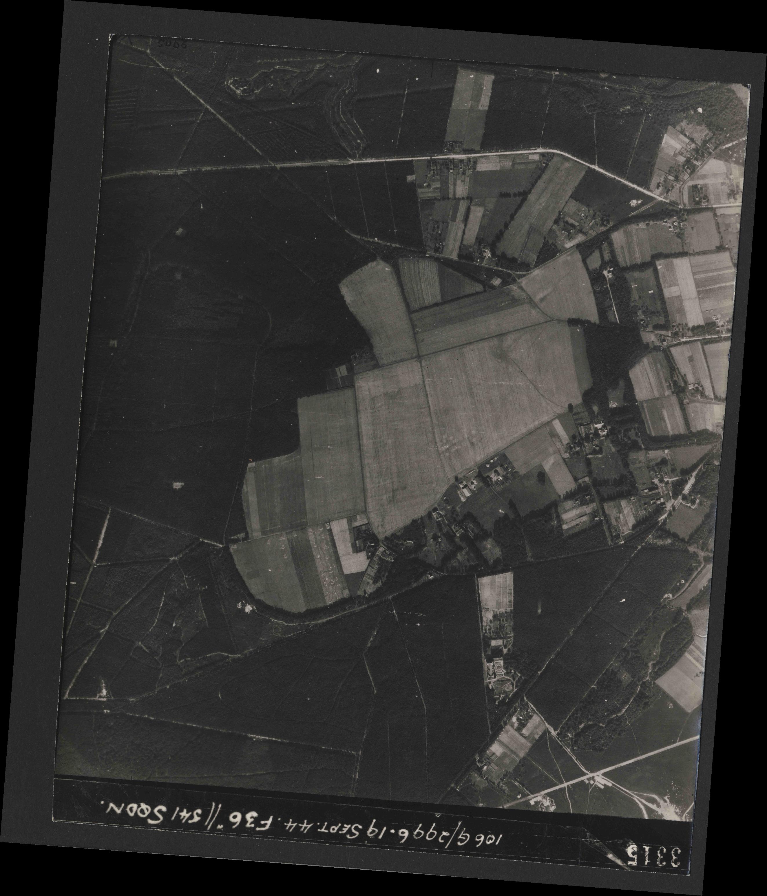 Collection RAF aerial photos 1940-1945 - flight 193, run 02, photo 3315