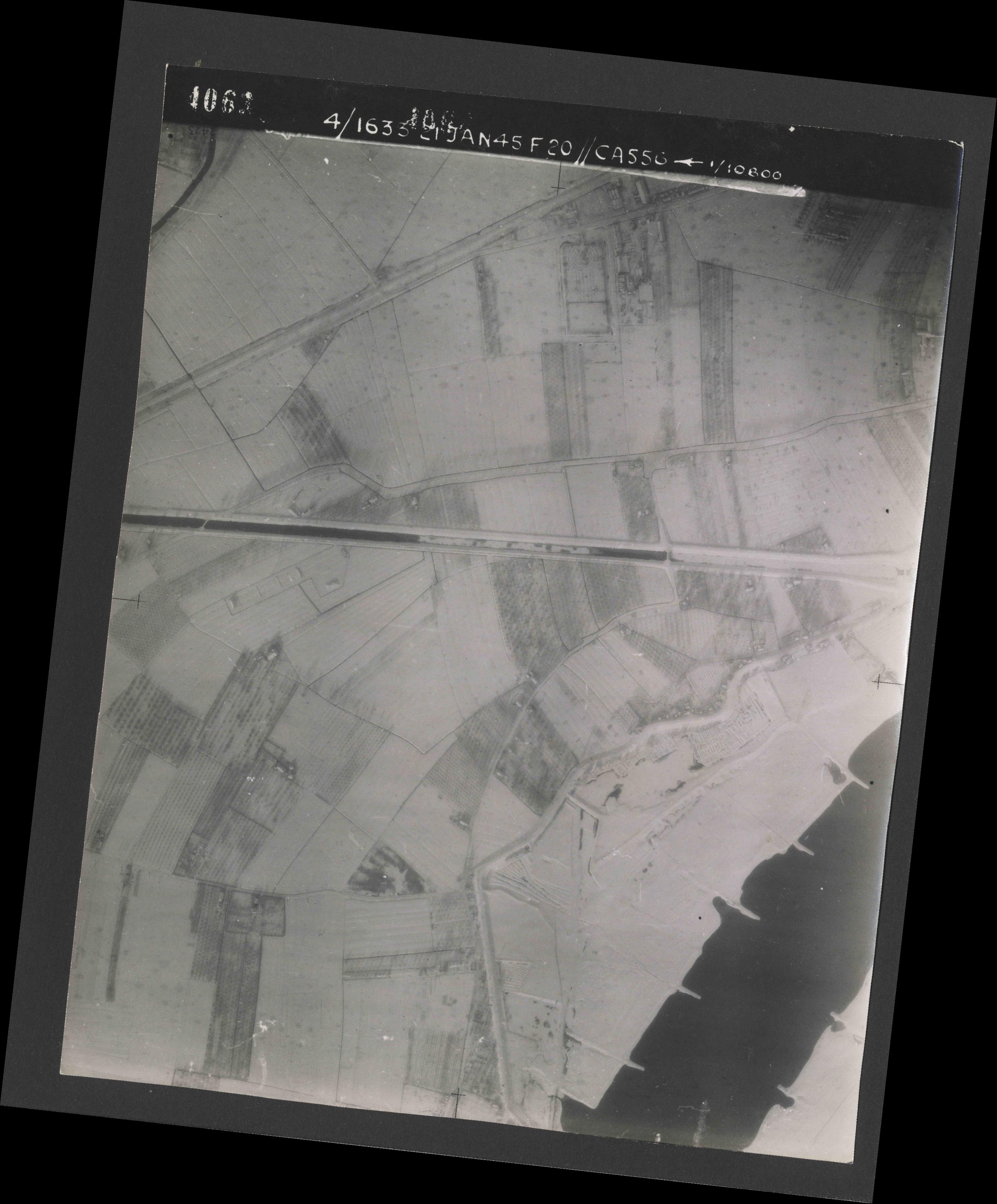 Collection RAF aerial photos 1940-1945 - flight 202, run 01, photo 4063