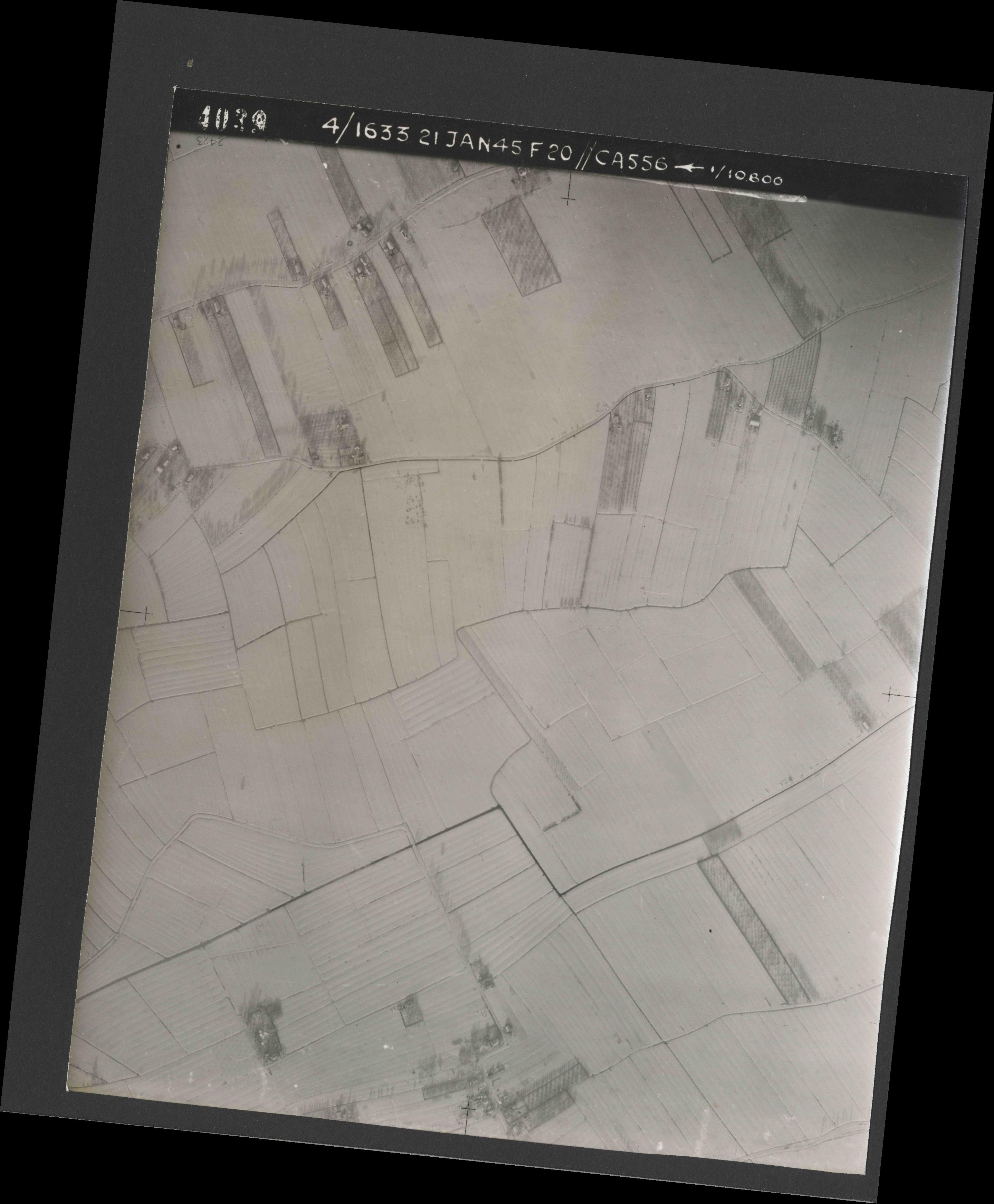 Collection RAF aerial photos 1940-1945 - flight 202, run 02, photo 4039