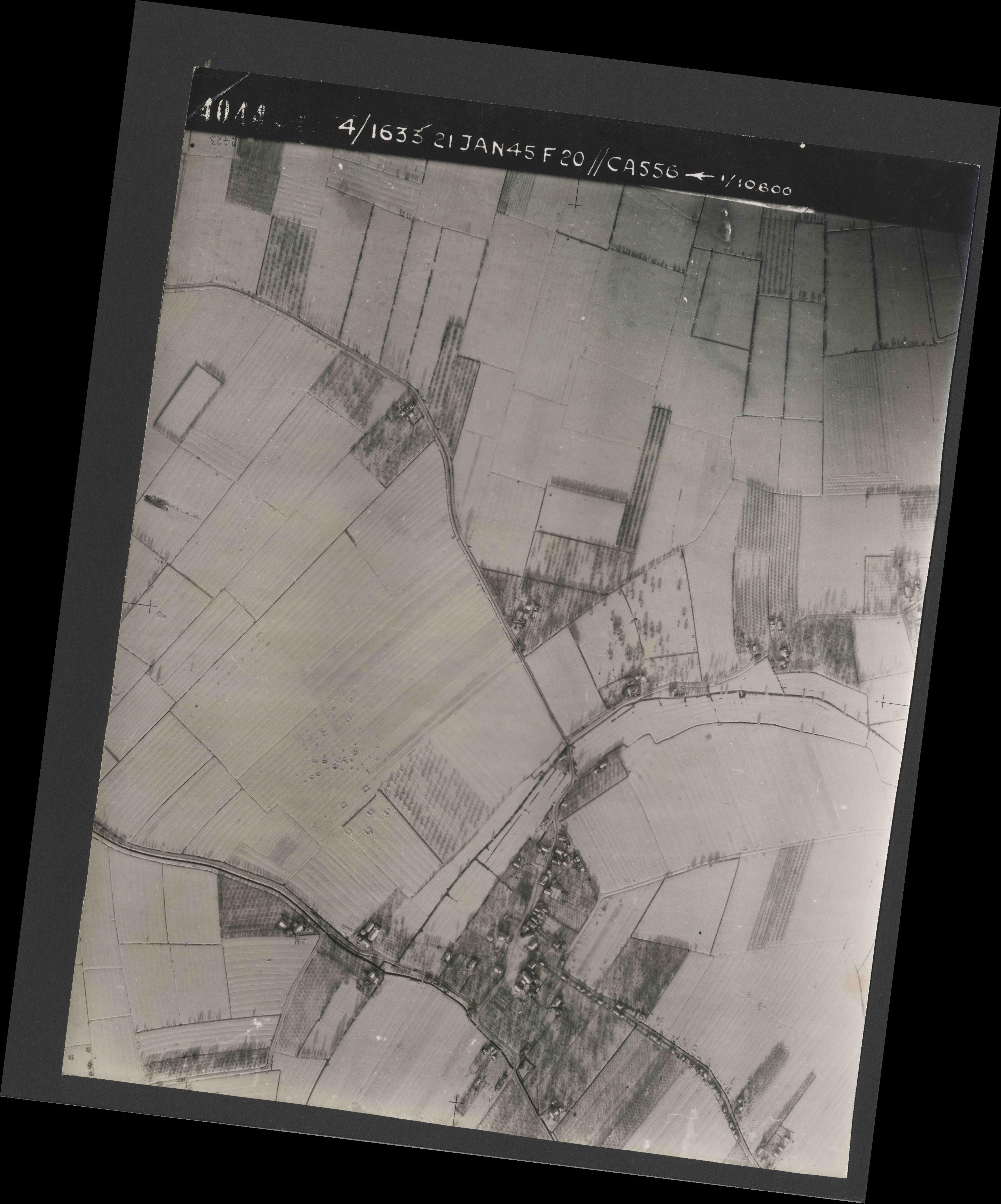 Collection RAF aerial photos 1940-1945 - flight 202, run 02, photo 4044