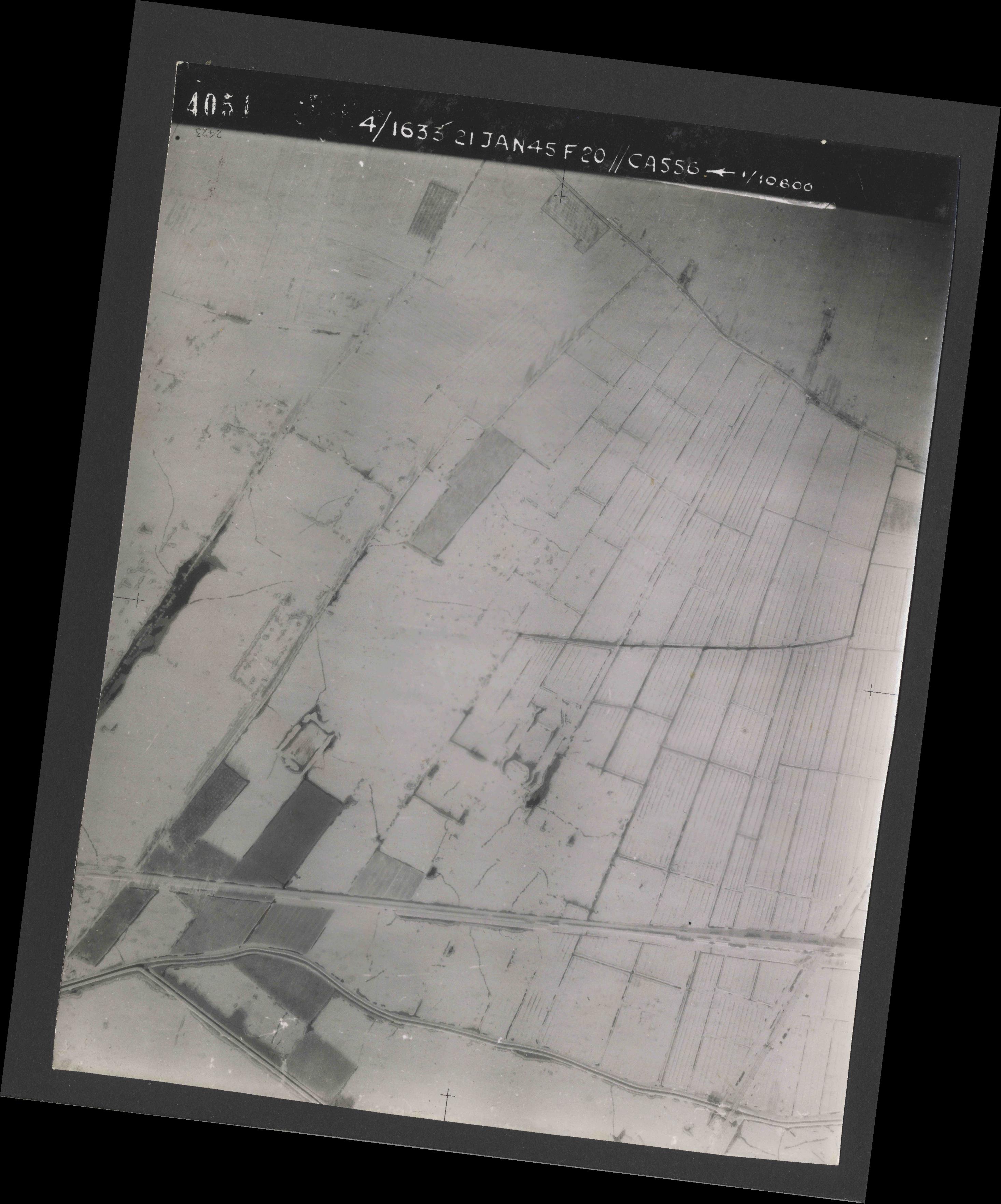 Collection RAF aerial photos 1940-1945 - flight 202, run 02, photo 4051