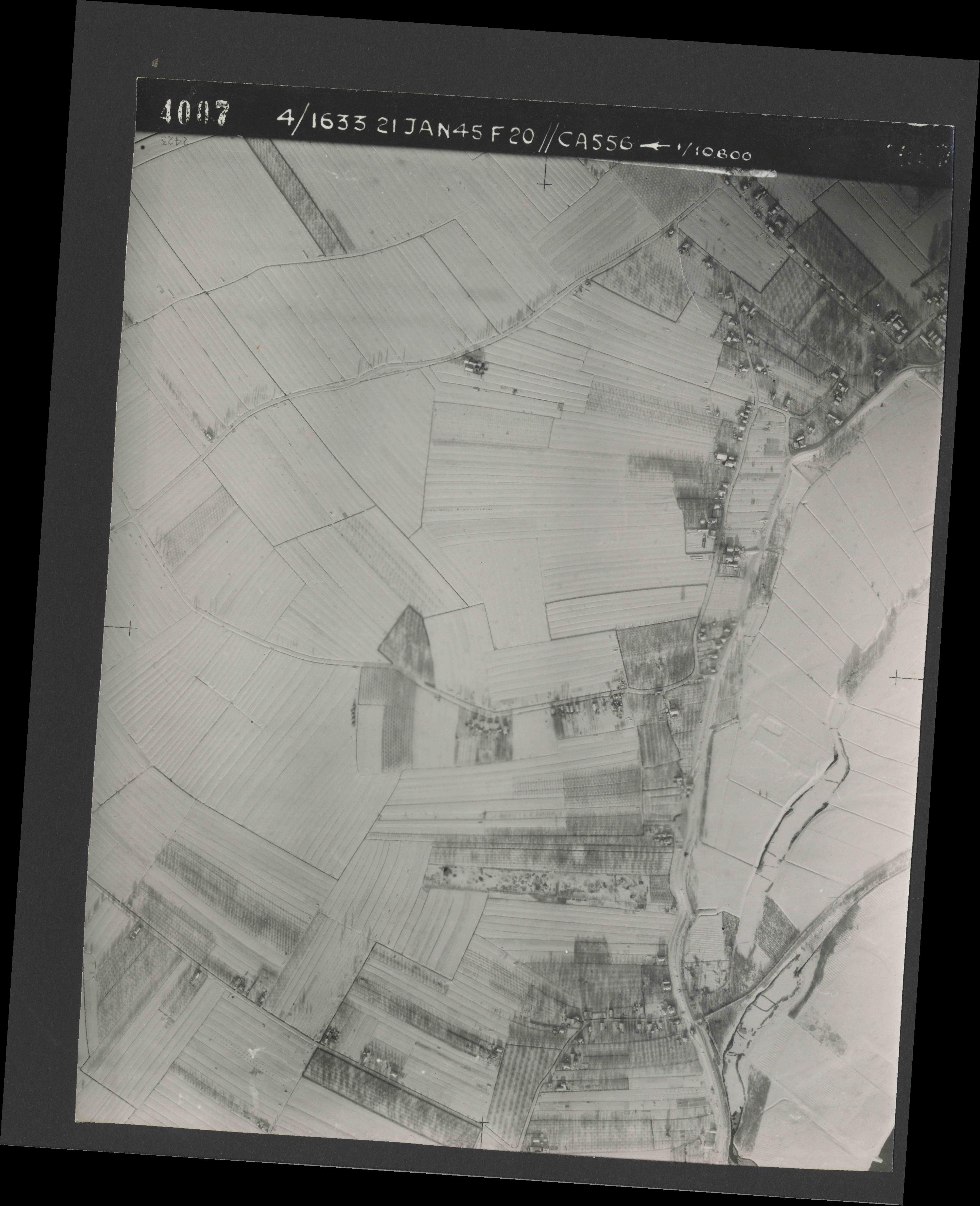 Collection RAF aerial photos 1940-1945 - flight 202, run 04, photo 4007