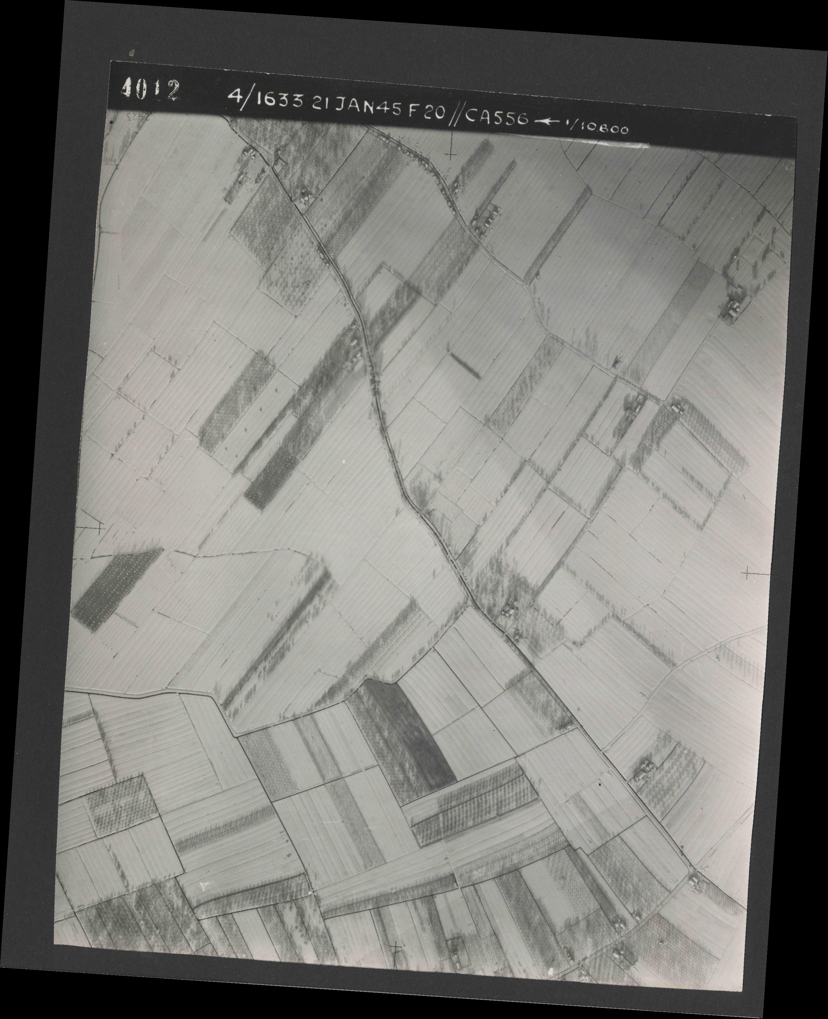 Collection RAF aerial photos 1940-1945 - flight 202, run 04, photo 4012