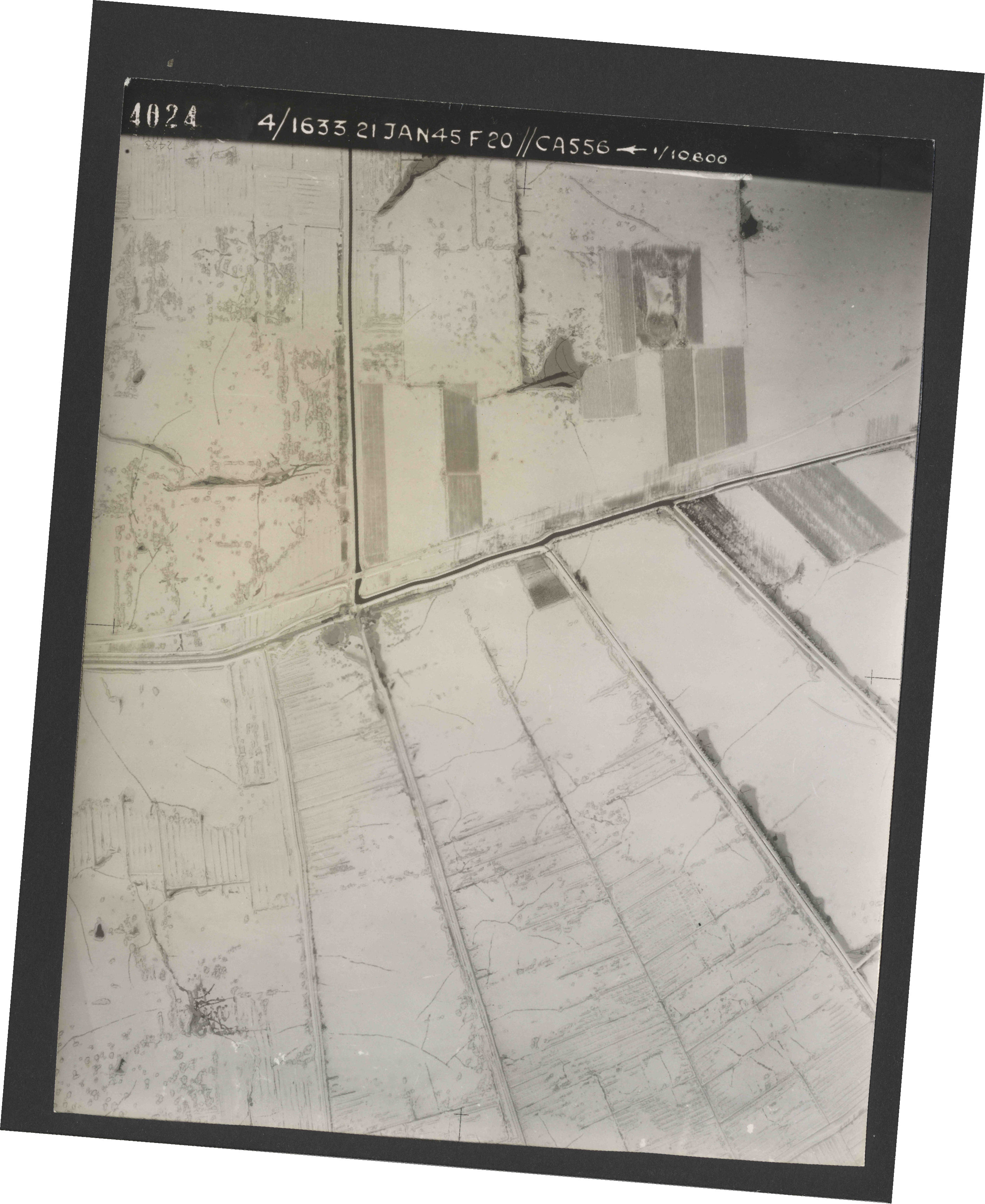 Collection RAF aerial photos 1940-1945 - flight 202, run 04, photo 4024