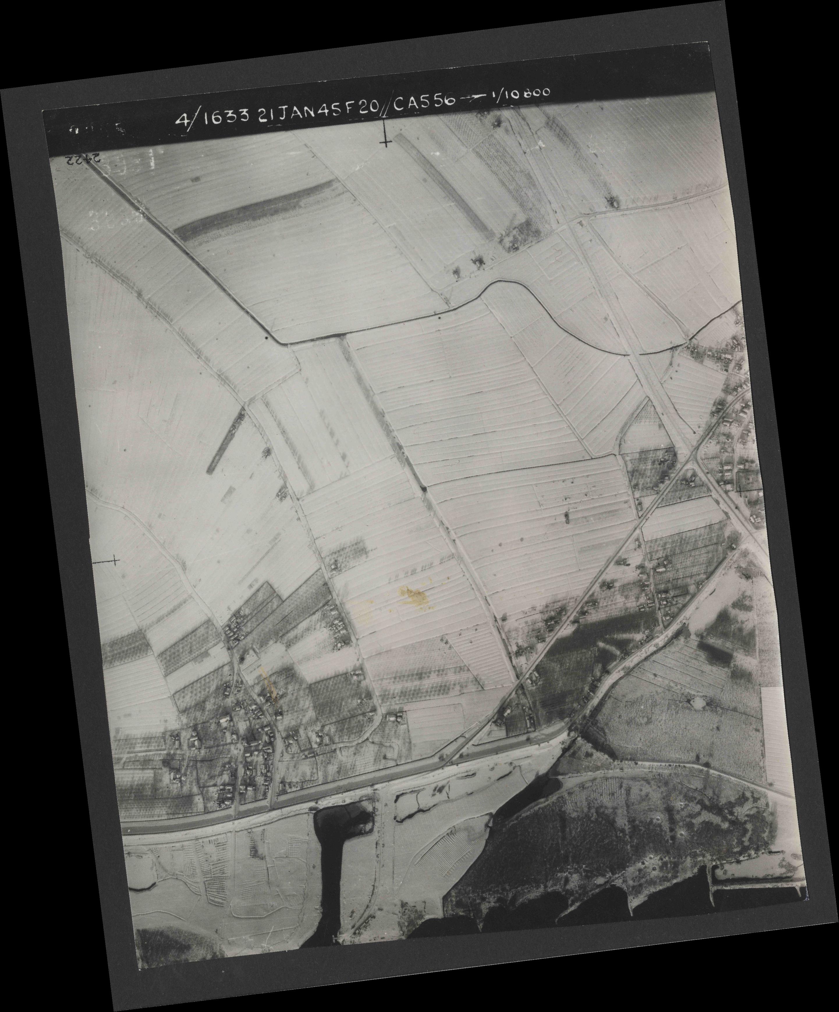Collection RAF aerial photos 1940-1945 - flight 202, run 06, photo 3055