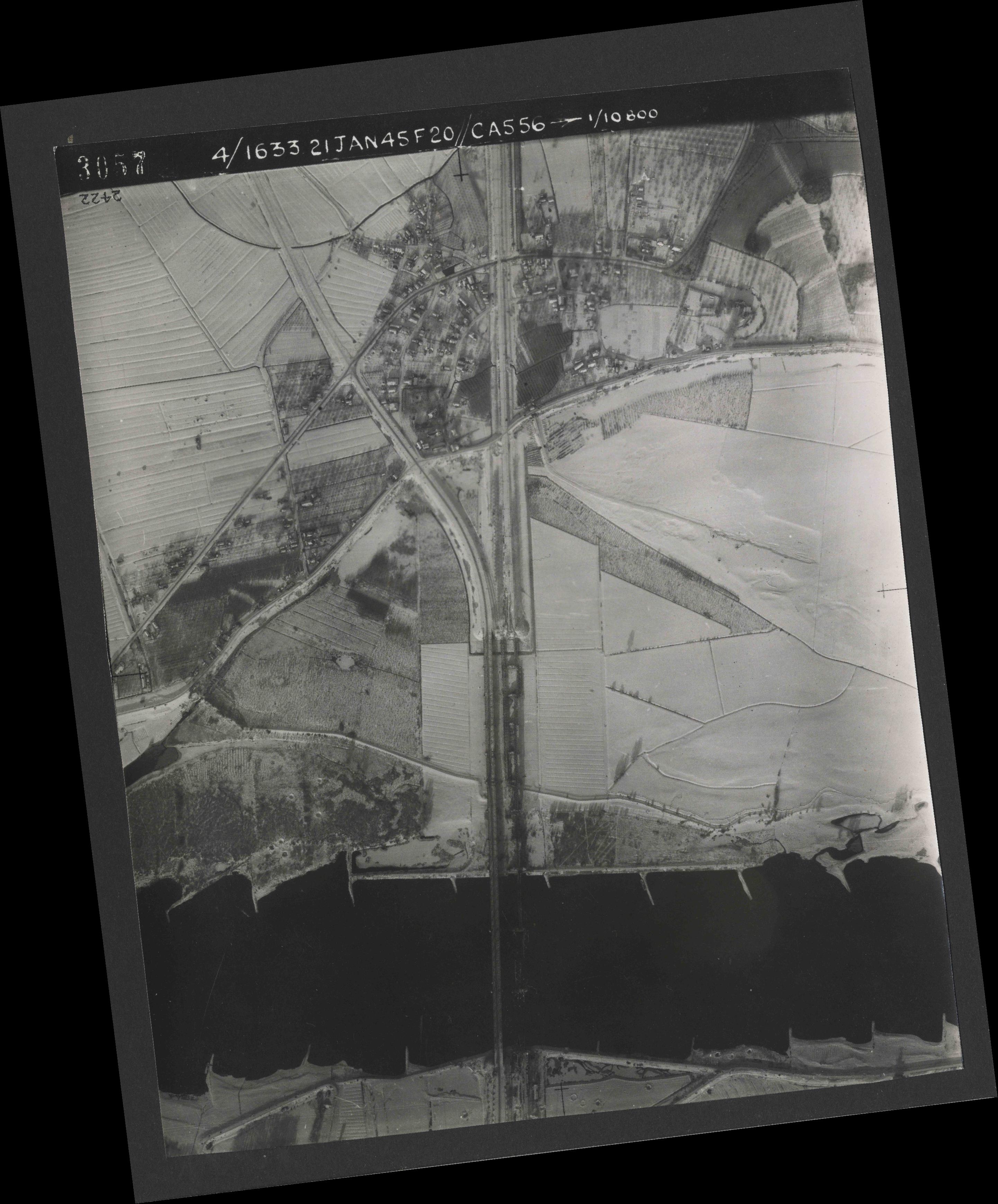 Collection RAF aerial photos 1940-1945 - flight 202, run 06, photo 3057