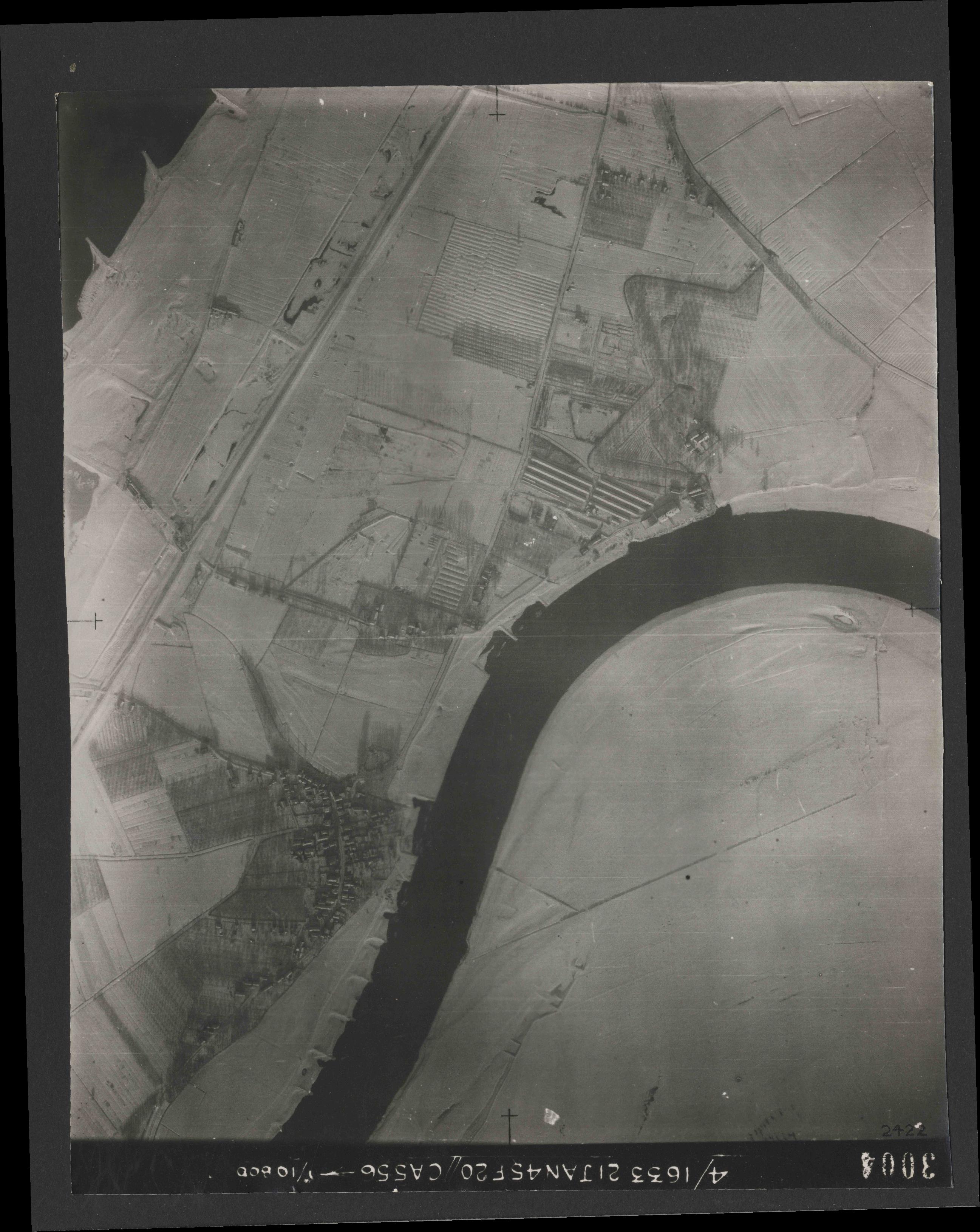Collection RAF aerial photos 1940-1945 - flight 202, run 07, photo 3004
