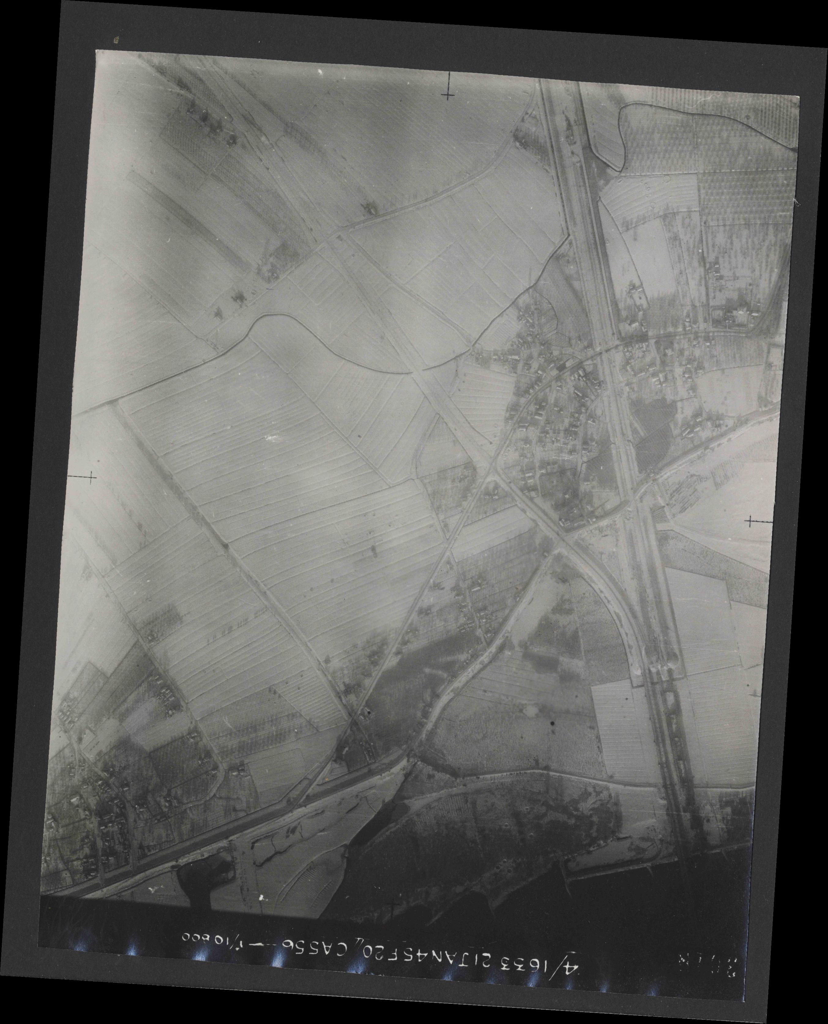 Collection RAF aerial photos 1940-1945 - flight 202, run 07, photo 3018