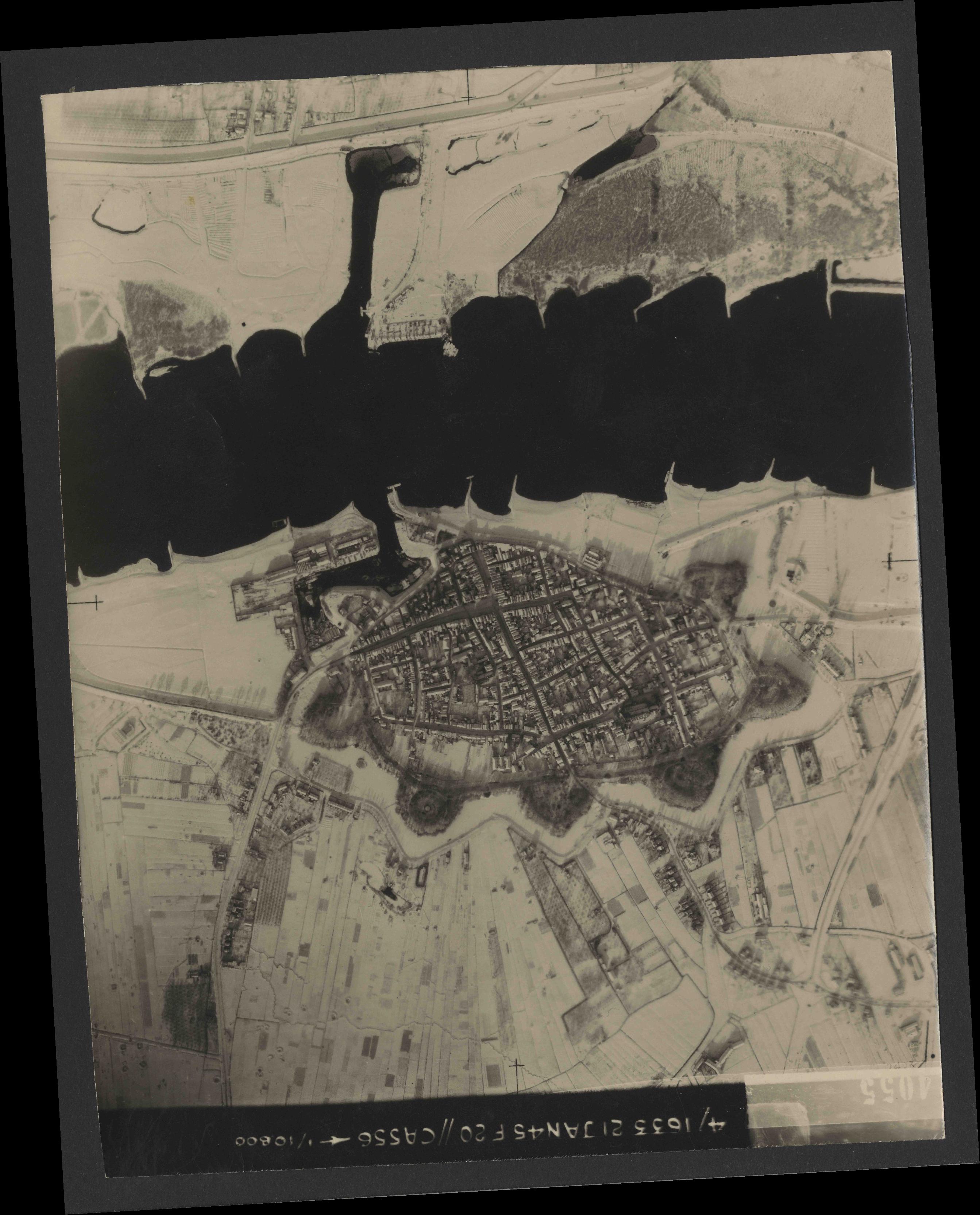 Collection RAF aerial photos 1940-1945 - flight 202, run 08, photo 4055