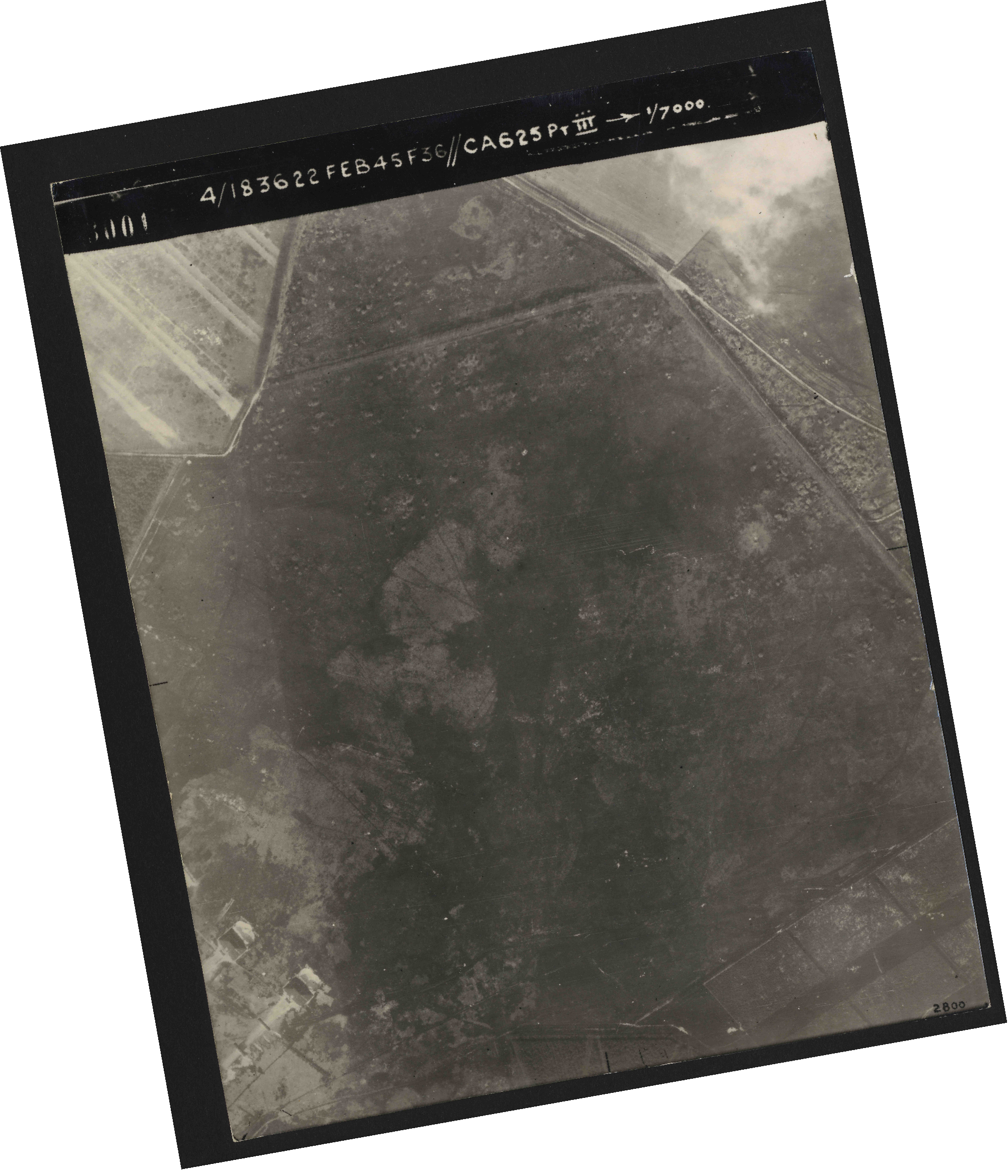 Collection RAF aerial photos 1940-1945 - flight 204, run 01, photo 3001