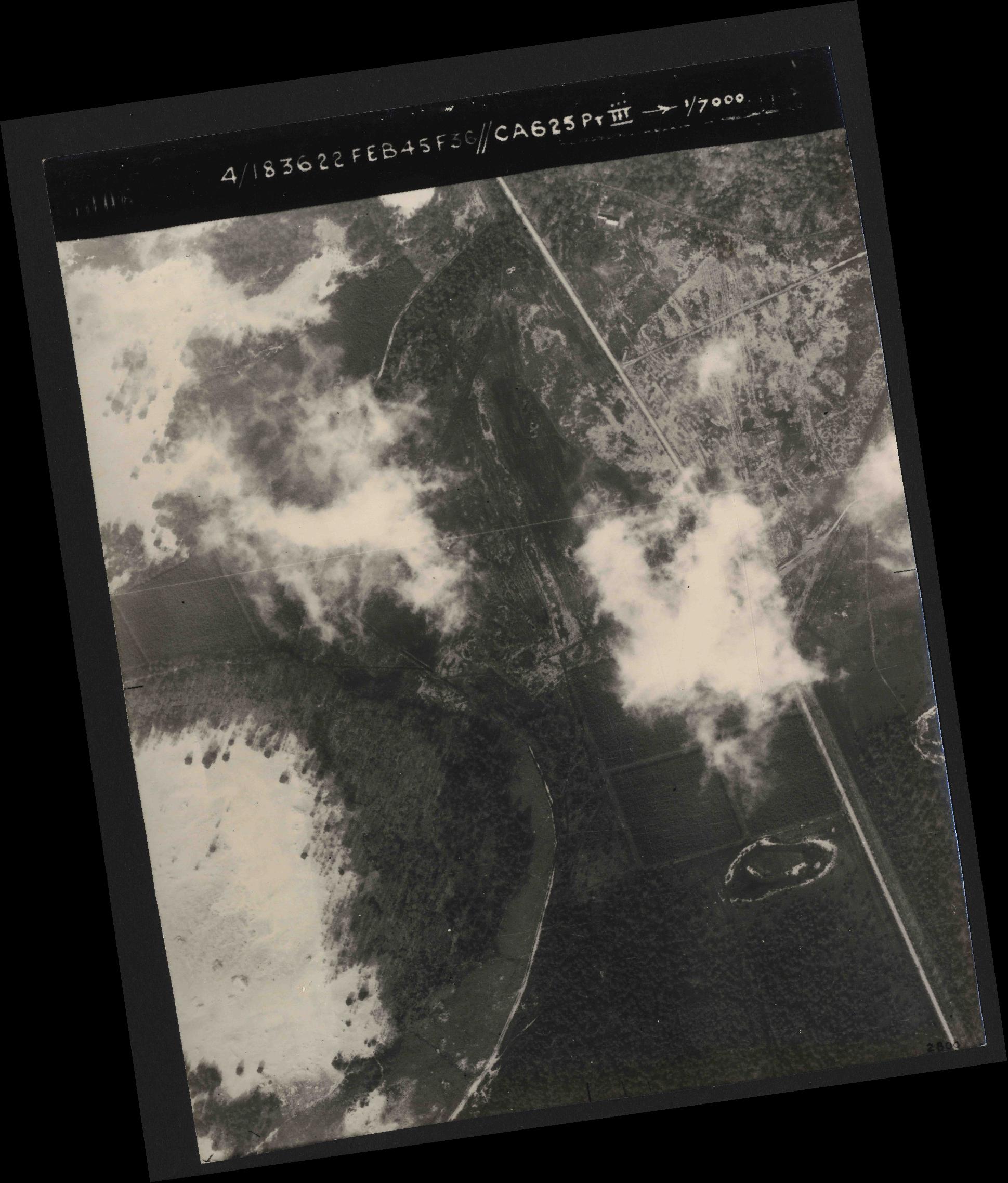 Collection RAF aerial photos 1940-1945 - flight 204, run 01, photo 3006