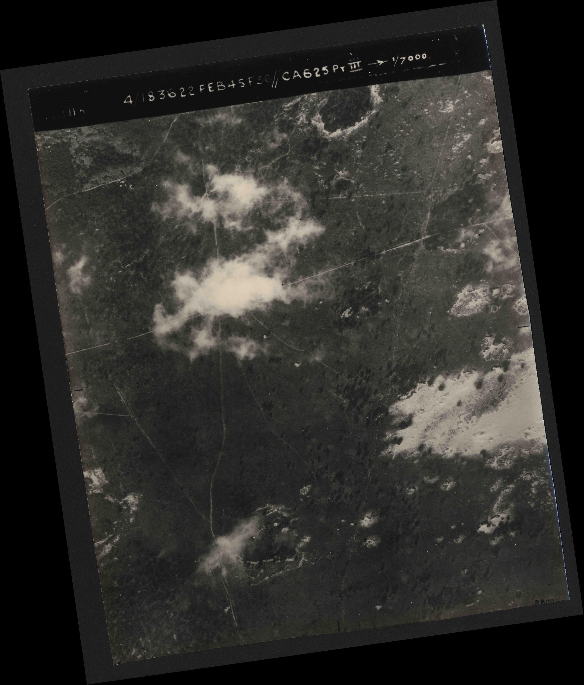 Collection RAF aerial photos 1940-1945 - flight 204, run 01, photo 3008