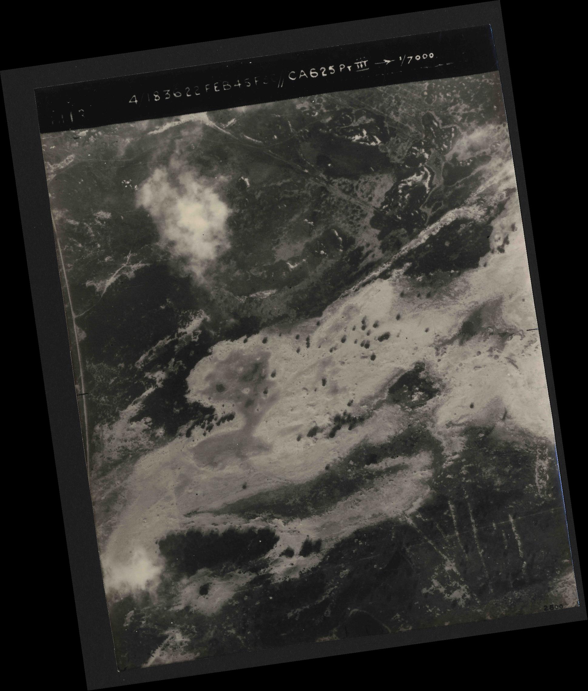 Collection RAF aerial photos 1940-1945 - flight 204, run 01, photo 3013