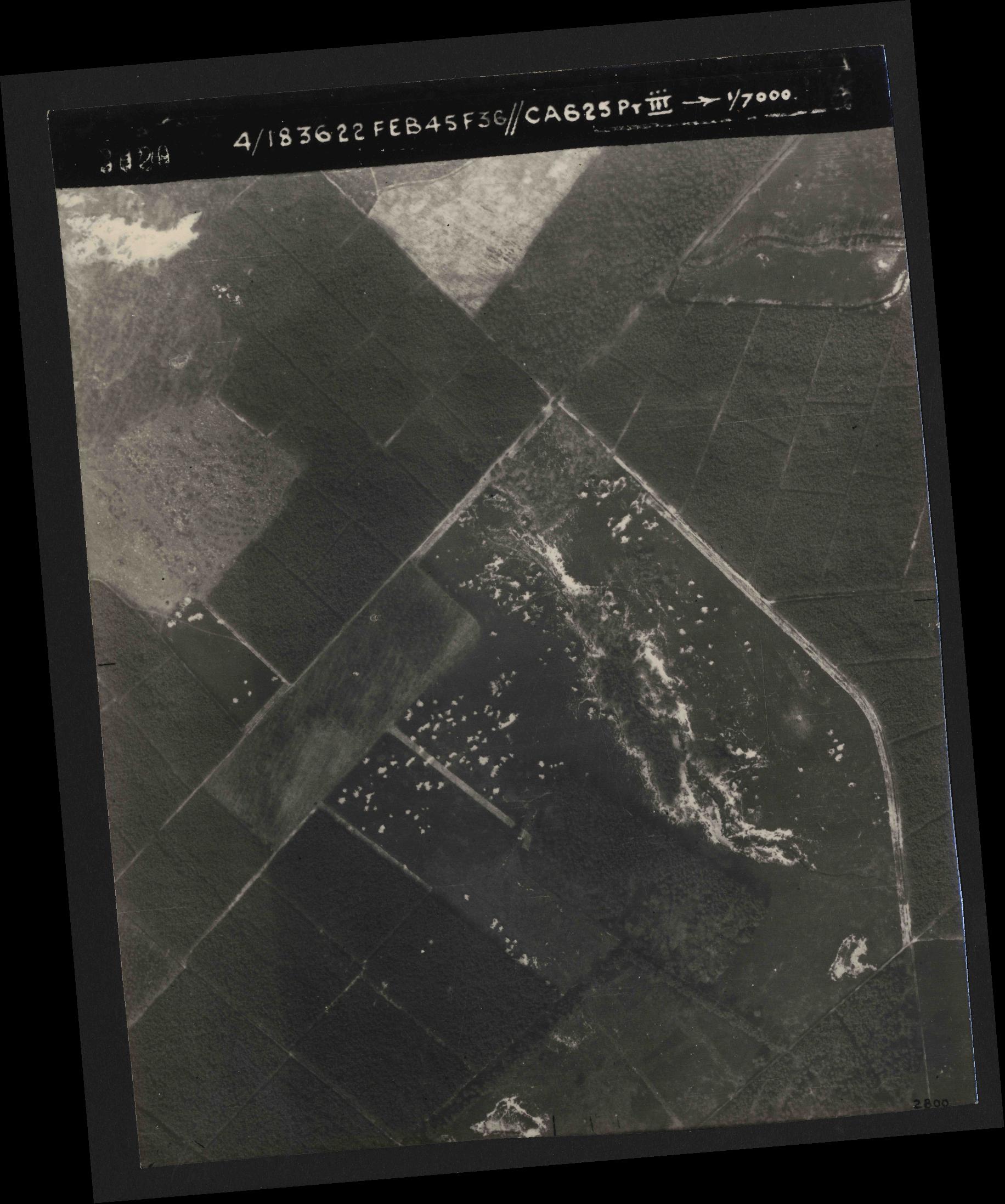 Collection RAF aerial photos 1940-1945 - flight 204, run 01, photo 3020