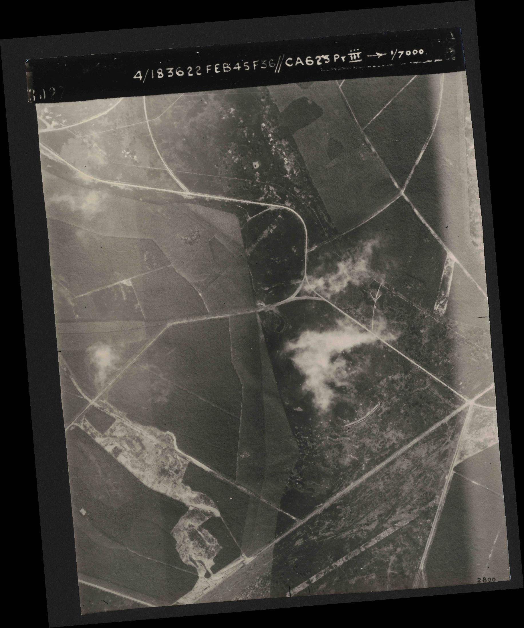 Collection RAF aerial photos 1940-1945 - flight 204, run 01, photo 3027