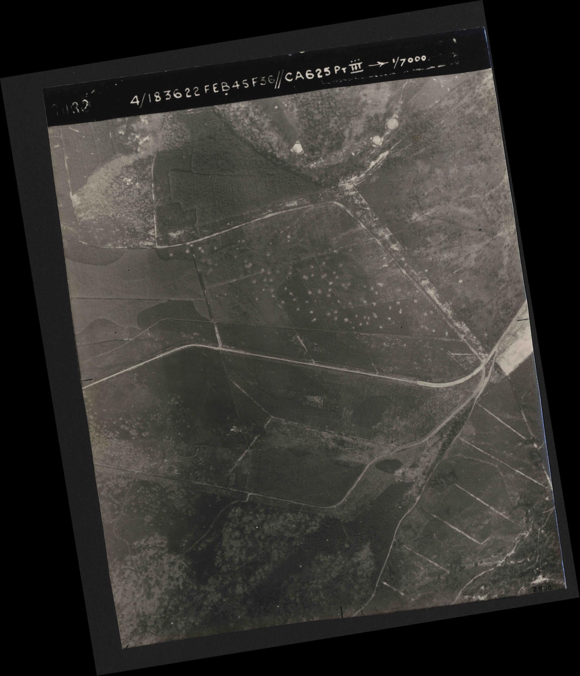 Collection RAF aerial photos 1940-1945 - flight 204, run 01, photo 3032