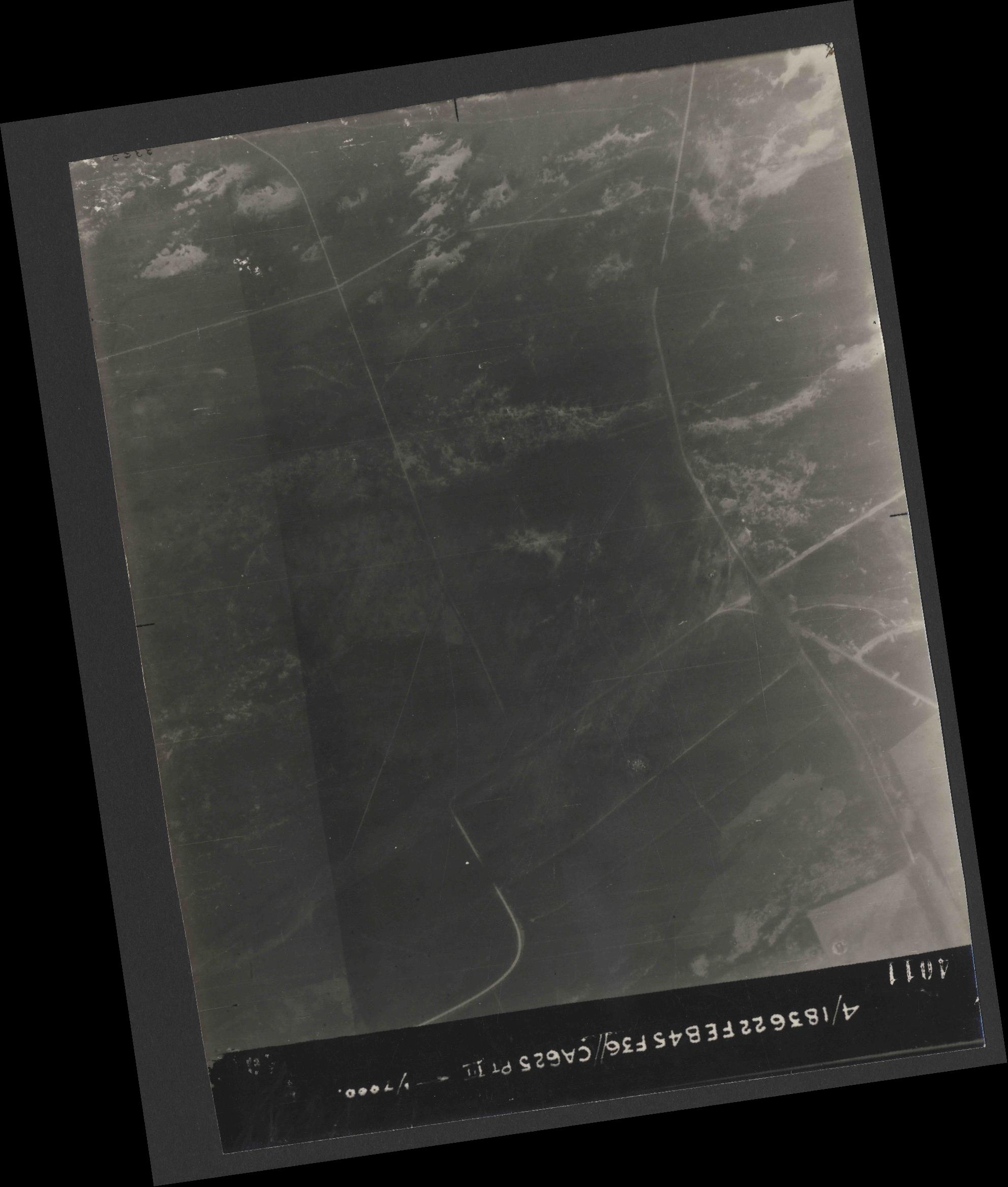 Collection RAF aerial photos 1940-1945 - flight 204, run 02, photo 4011