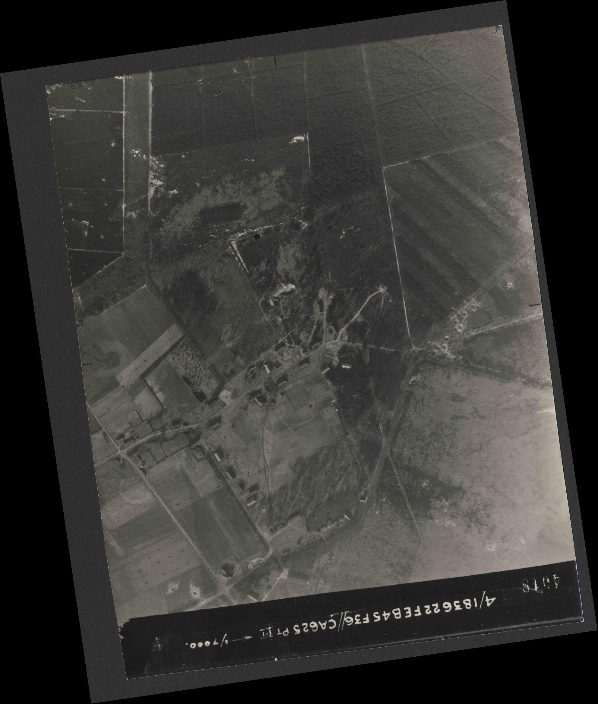 Collection RAF aerial photos 1940-1945 - flight 204, run 02, photo 4018