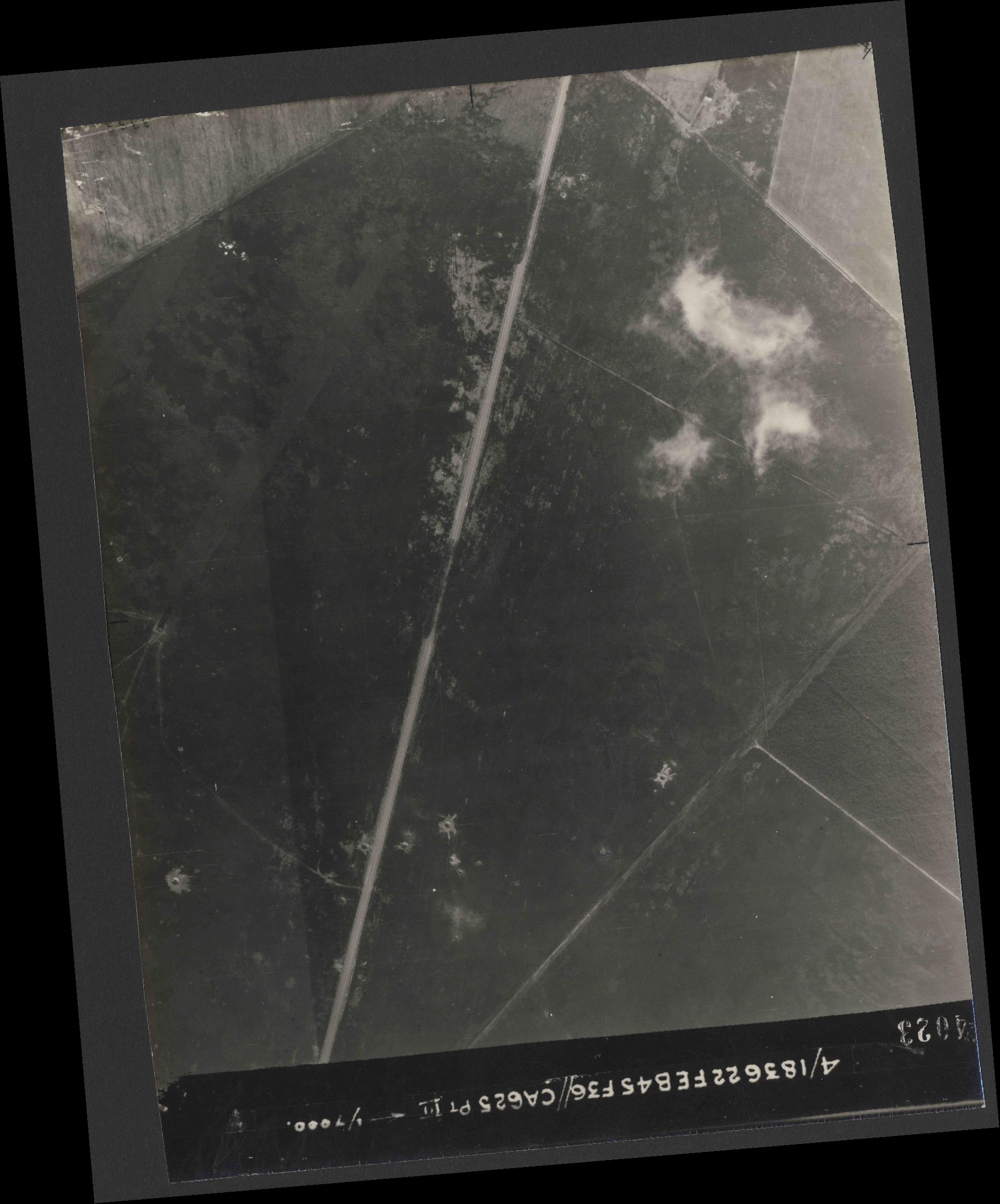 Collection RAF aerial photos 1940-1945 - flight 204, run 02, photo 4023