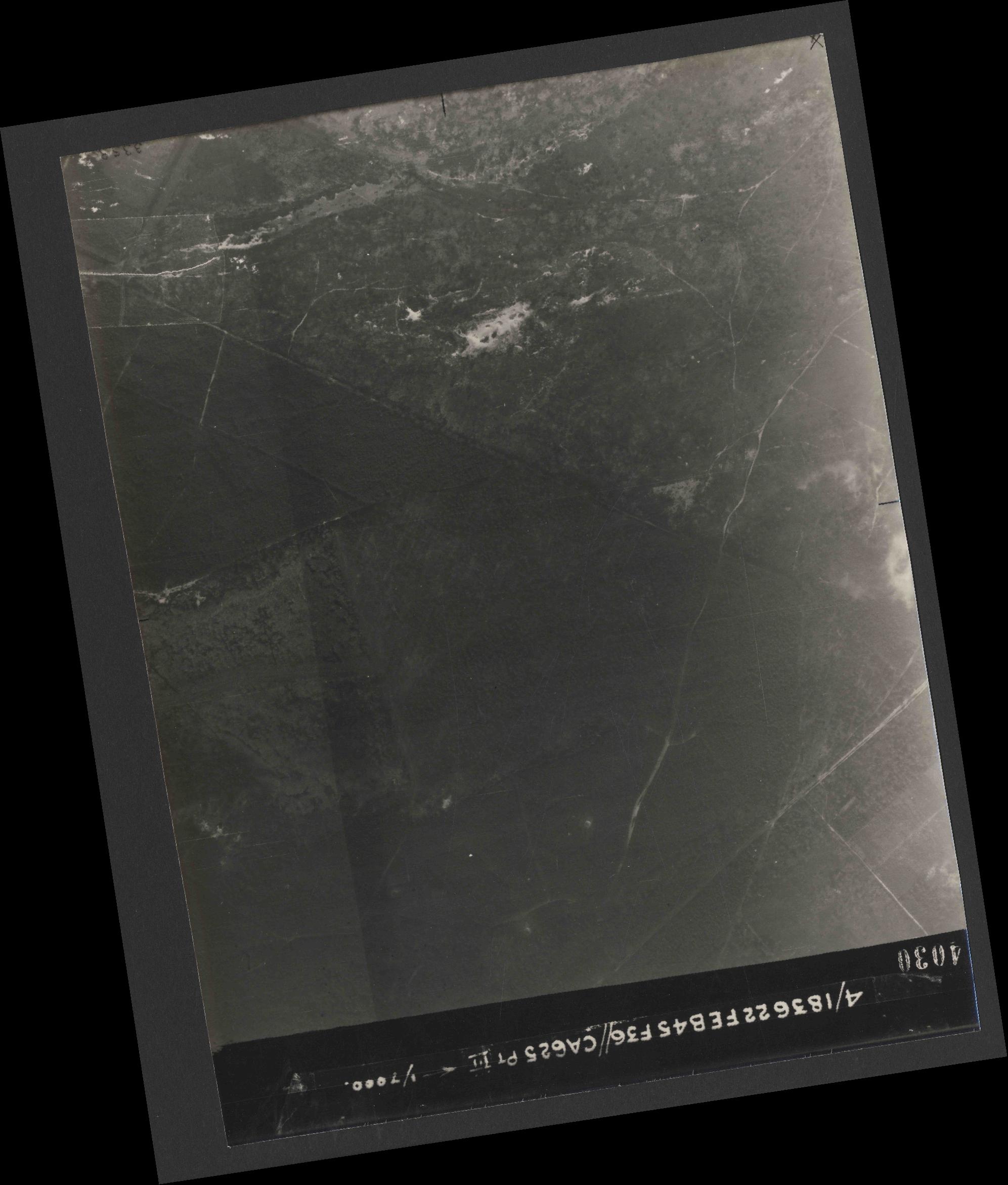 Collection RAF aerial photos 1940-1945 - flight 204, run 02, photo 4030