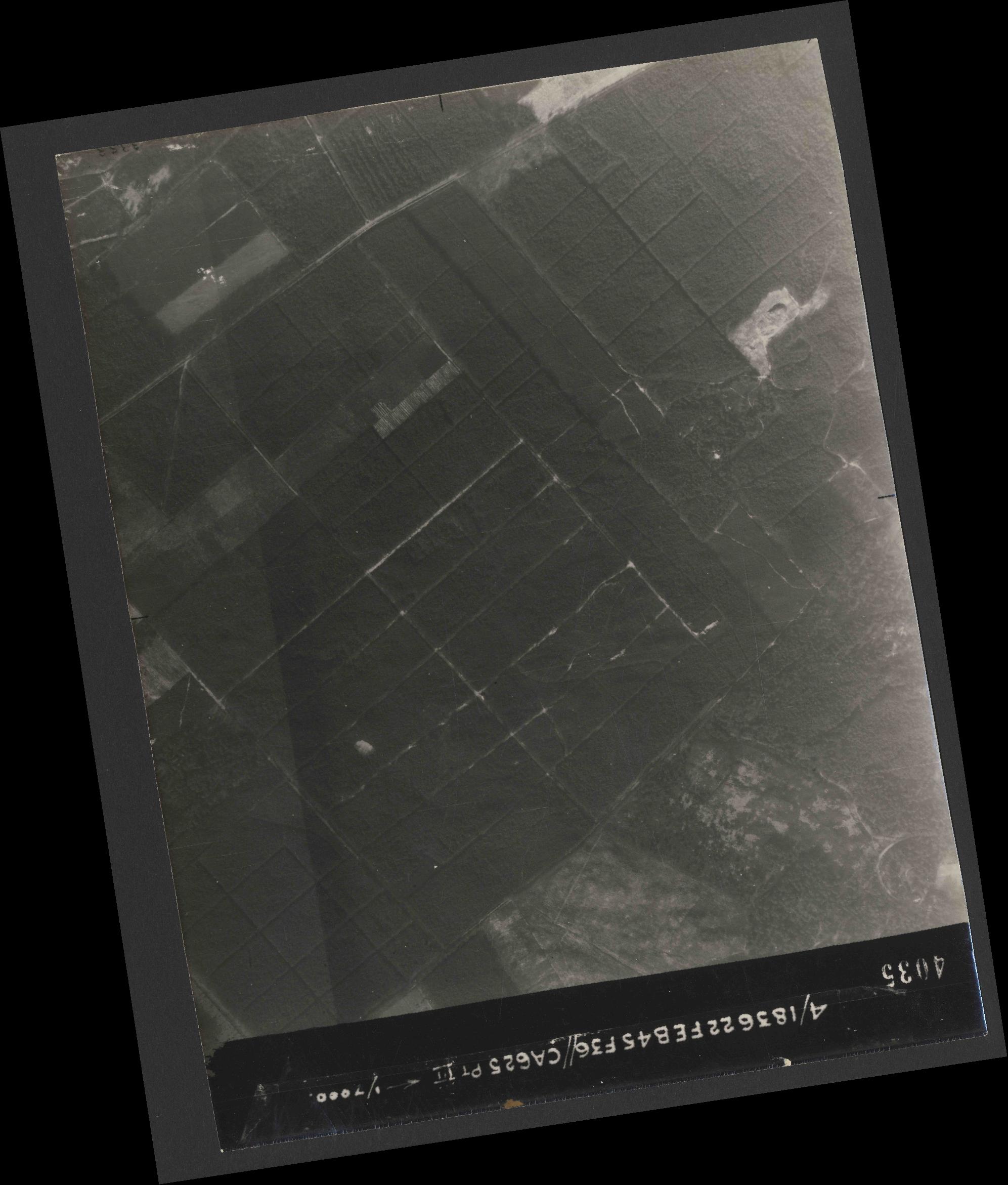 Collection RAF aerial photos 1940-1945 - flight 204, run 02, photo 4035