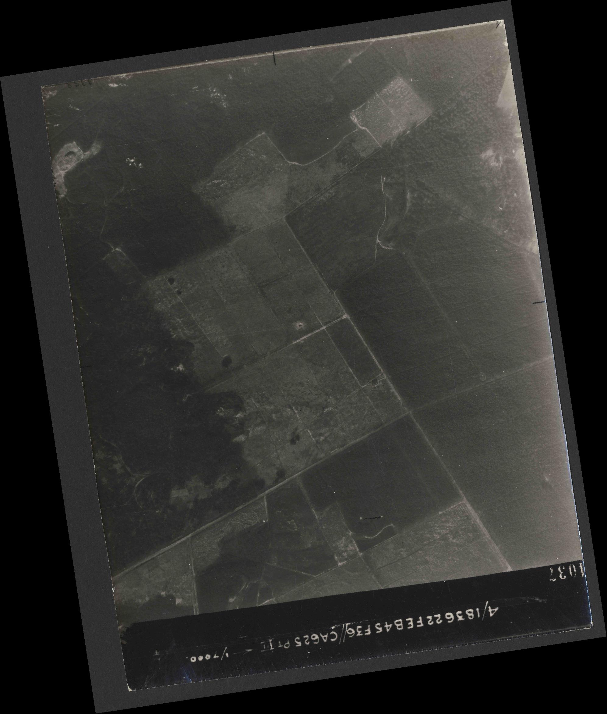 Collection RAF aerial photos 1940-1945 - flight 204, run 02, photo 4037